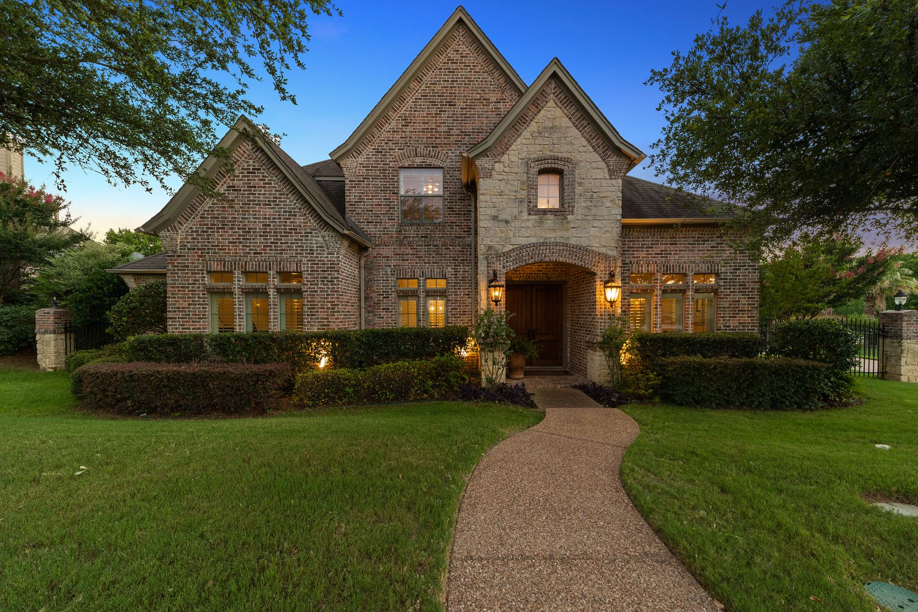 Single Family Homes for Sale at 2020 Stone Canyon Court, Arlington, TX, 76012 2020 Stone Canyon Court Arlington, Texas 76012 United States