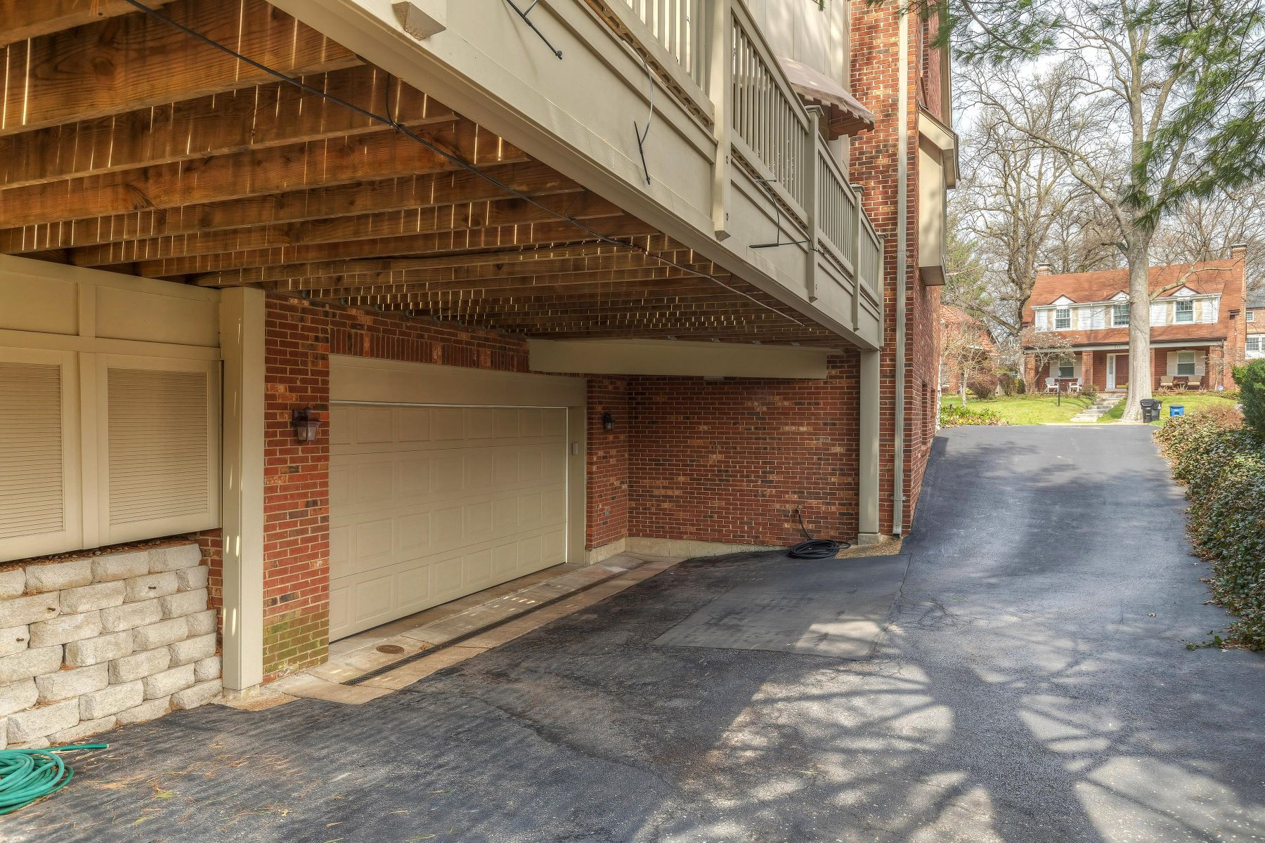 Additional photo for property listing at Condo Alternative in University Hills 508 Purdue Avenue University City, Missouri 63130 United States