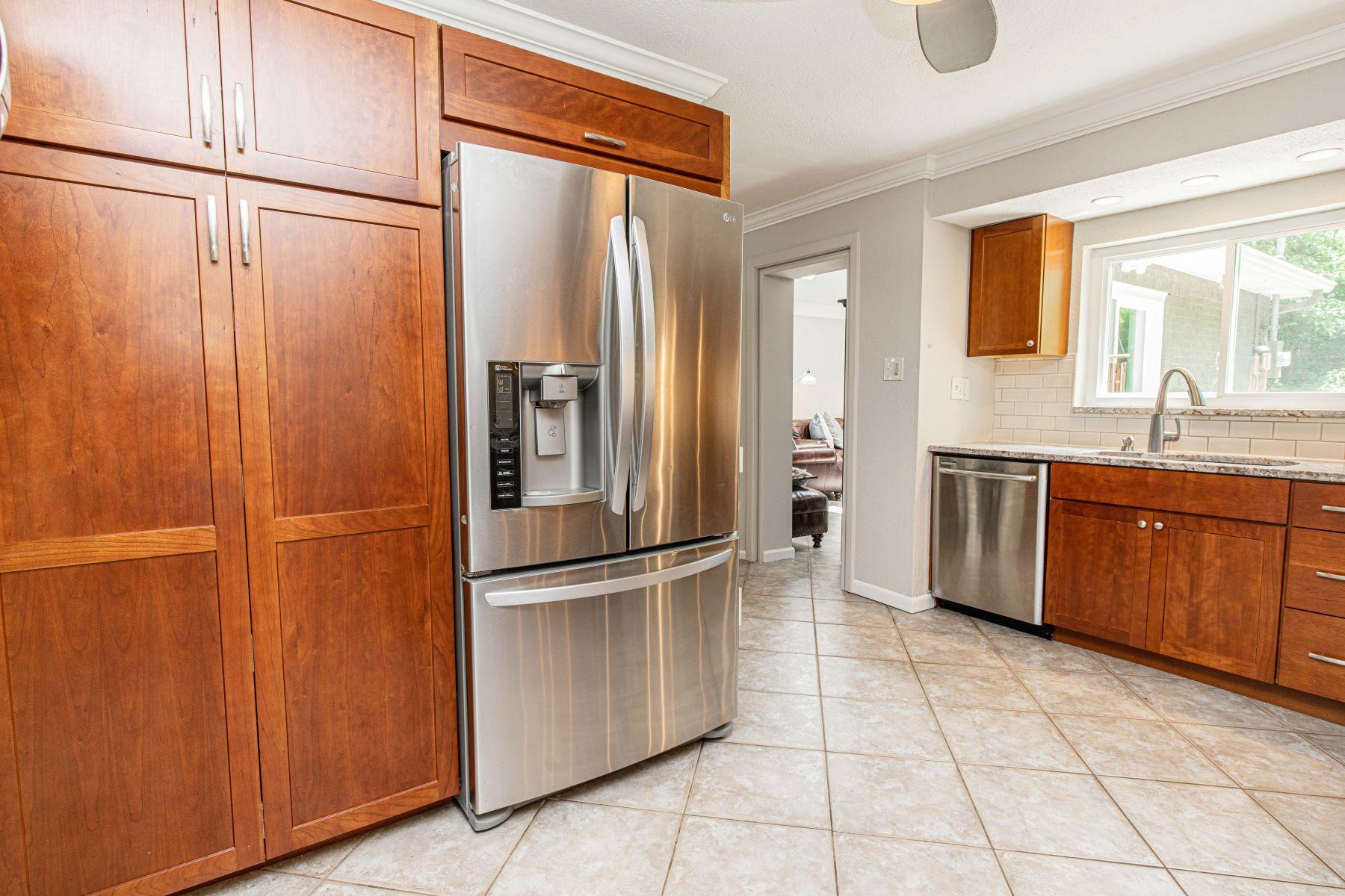 Additional photo for property listing at Desirable Bon Hills Neighborhood 4 Bon Hills Drive Olivette, Missouri 63132 United States