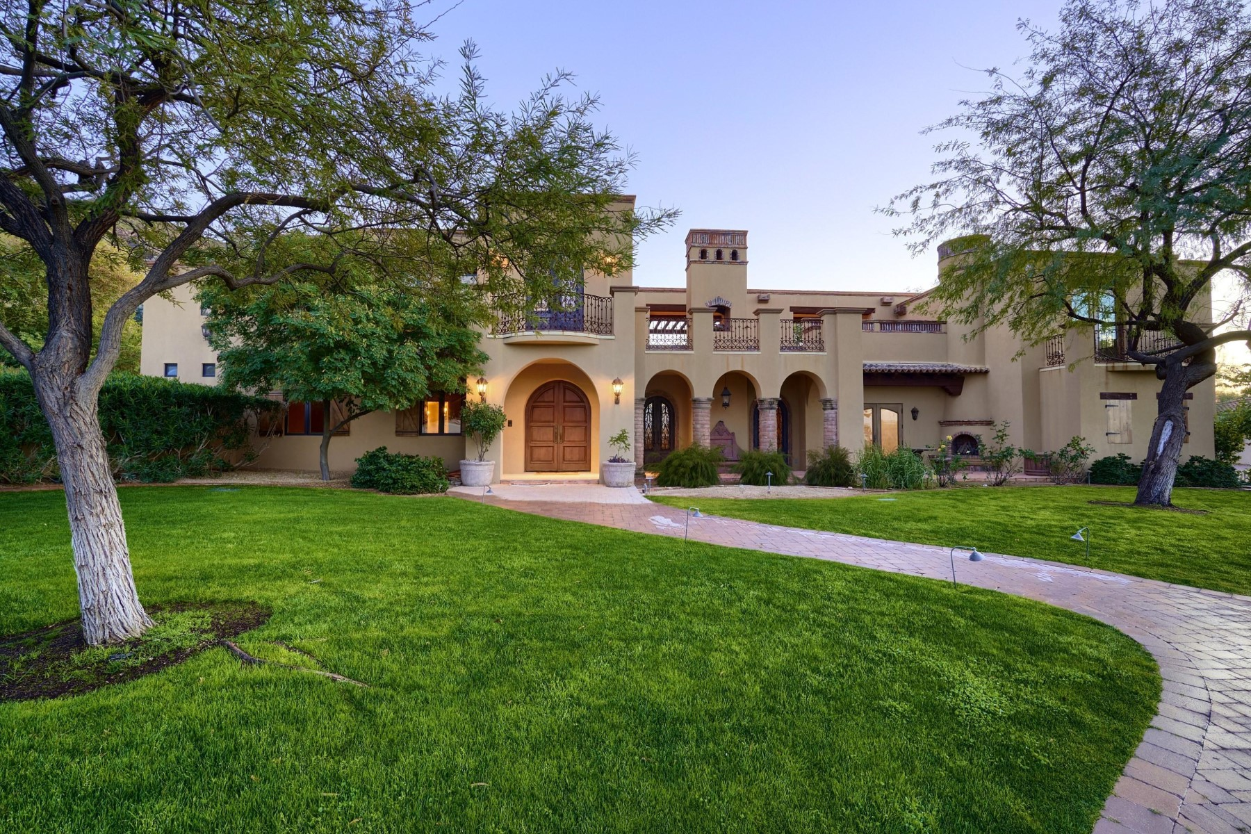 Single Family Homes for Active at 5239 Roadrunner, Paradise Valley, AZ 85253 5239 Roadrunner Paradise Valley, Arizona 85253 United States