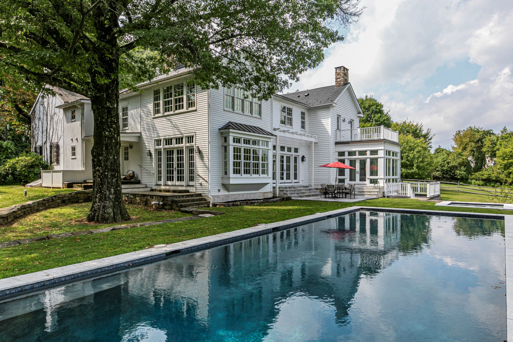 Single Family Homes voor Verkoop op A Stunning Renovation To A Historic Farmhouse 252 Myler Road, Bloomsbury, New Jersey 08804 Verenigde Staten