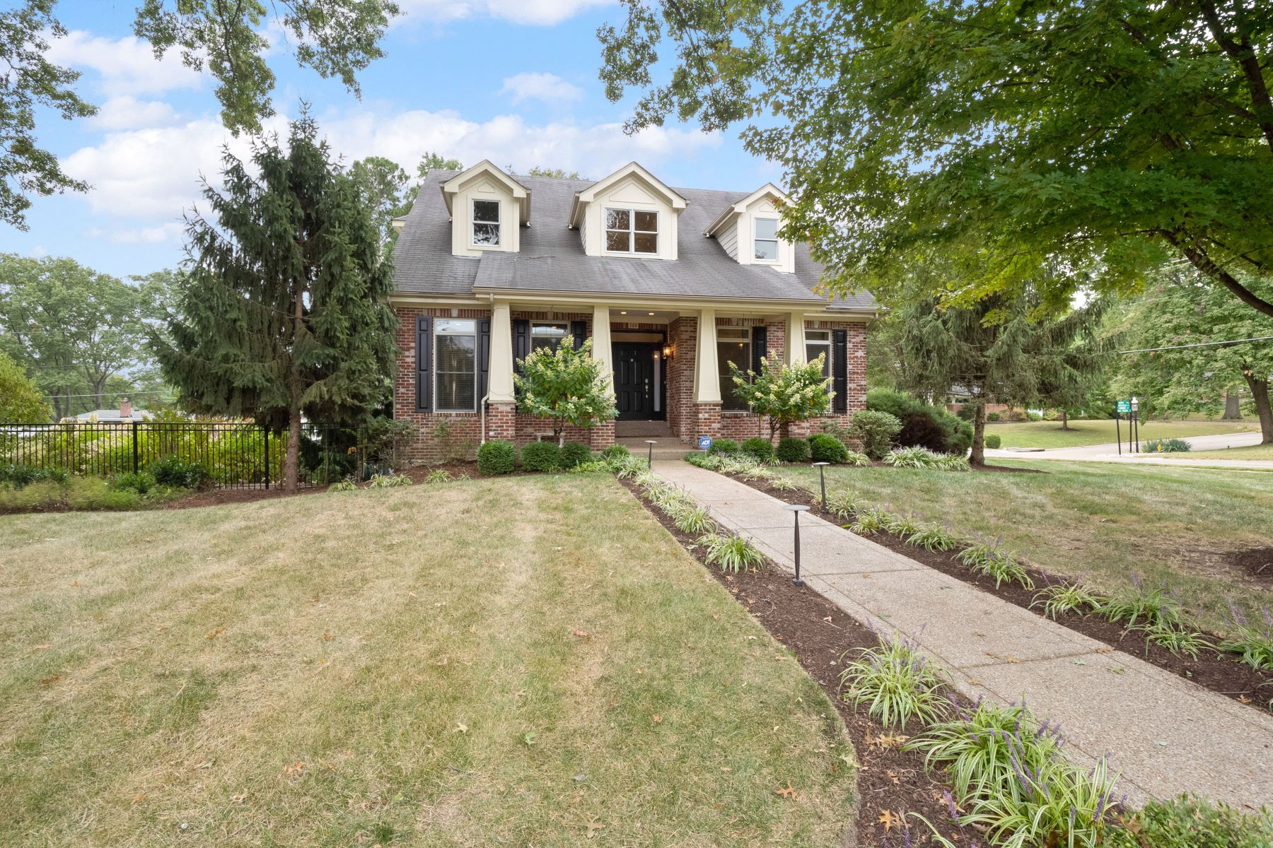 Single Family Homes for Sale at Welcome to Wonderful Warson Woods! 500 Monaco Drive Warson Woods, Missouri 63122 United States