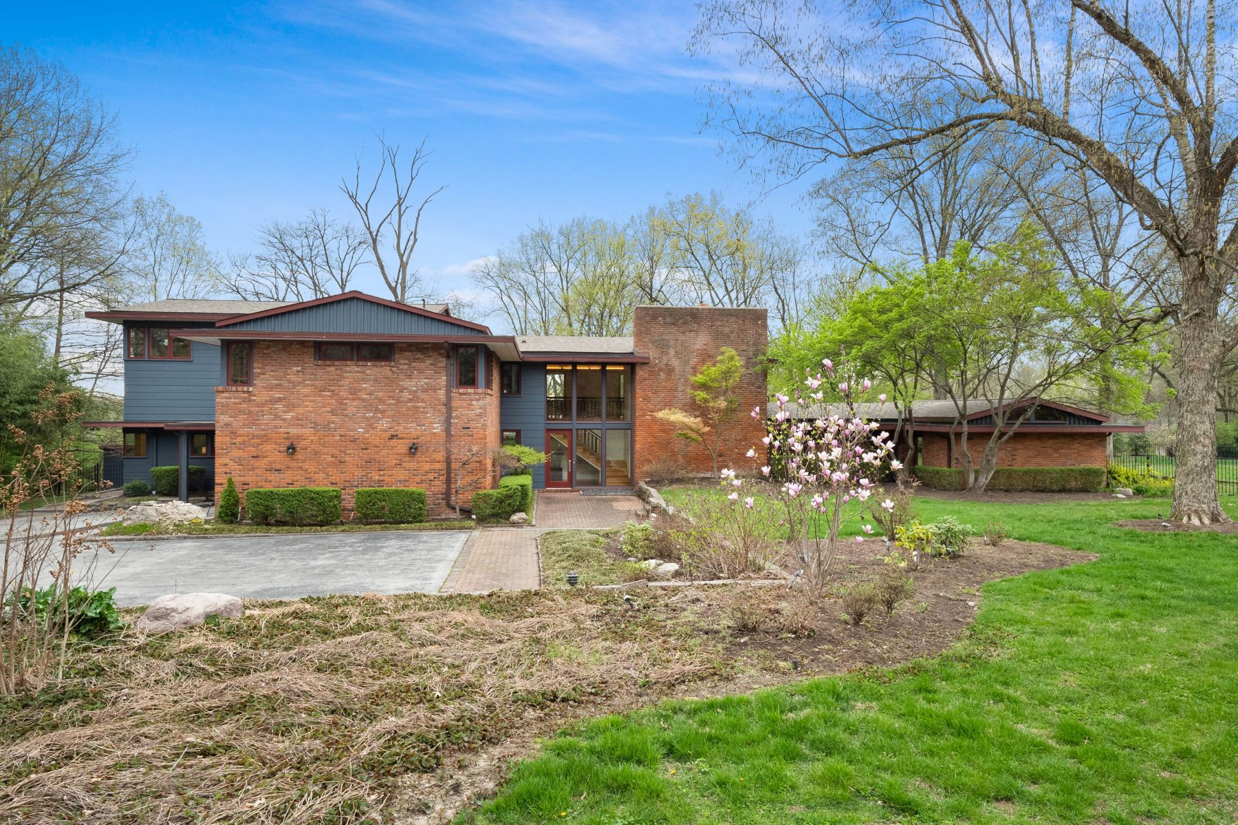 Single Family Homes for Sale at Important Mid-Century Home Designed by Ted Christner 1160 Lay Road Richmond Heights, Missouri 63124 United States