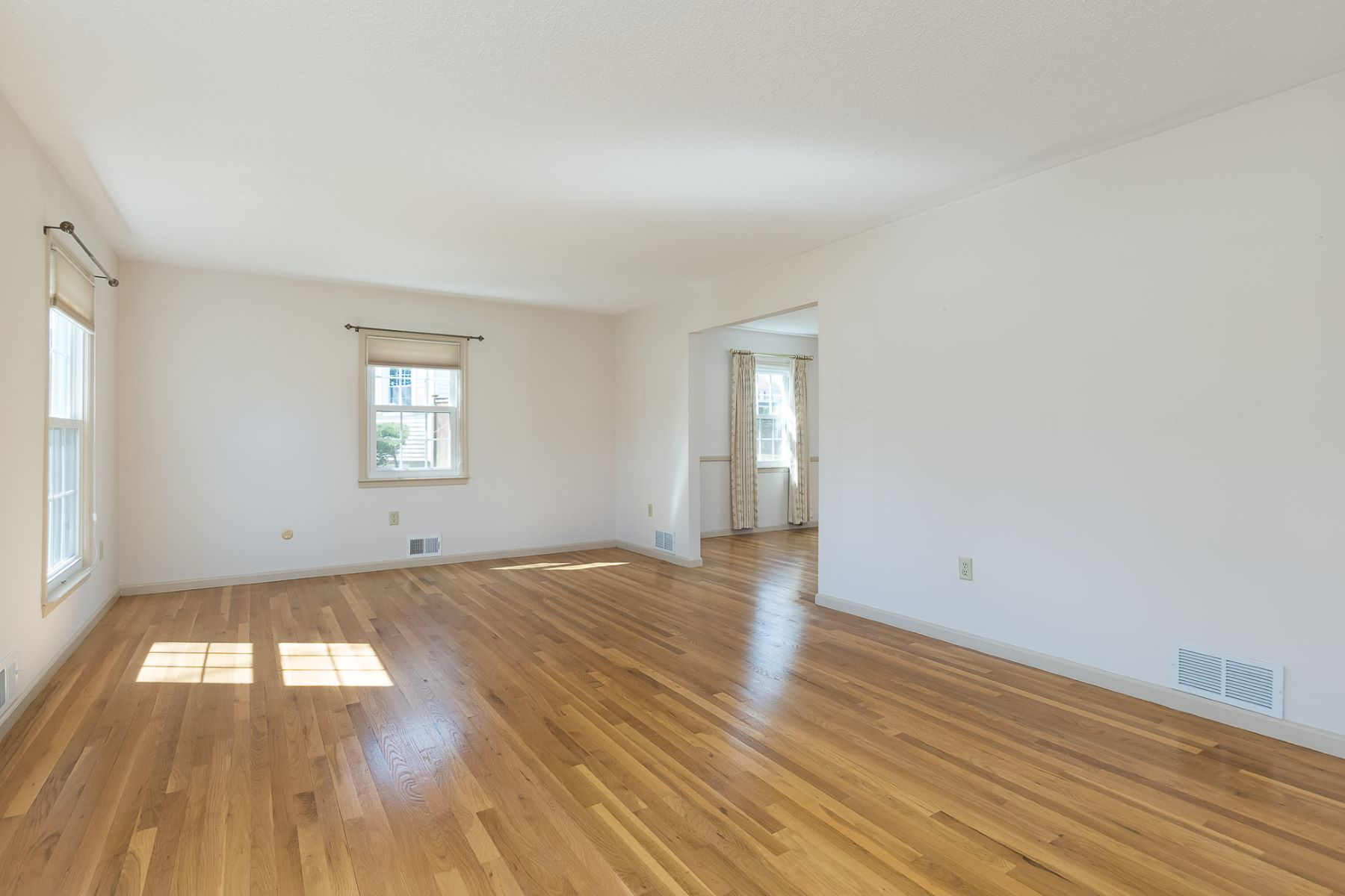 Additional photo for property listing at Renovations Shine in Lawrenceville 4-Bedroom 8 Woodlane Road, Lawrenceville, New Jersey 08648 United States