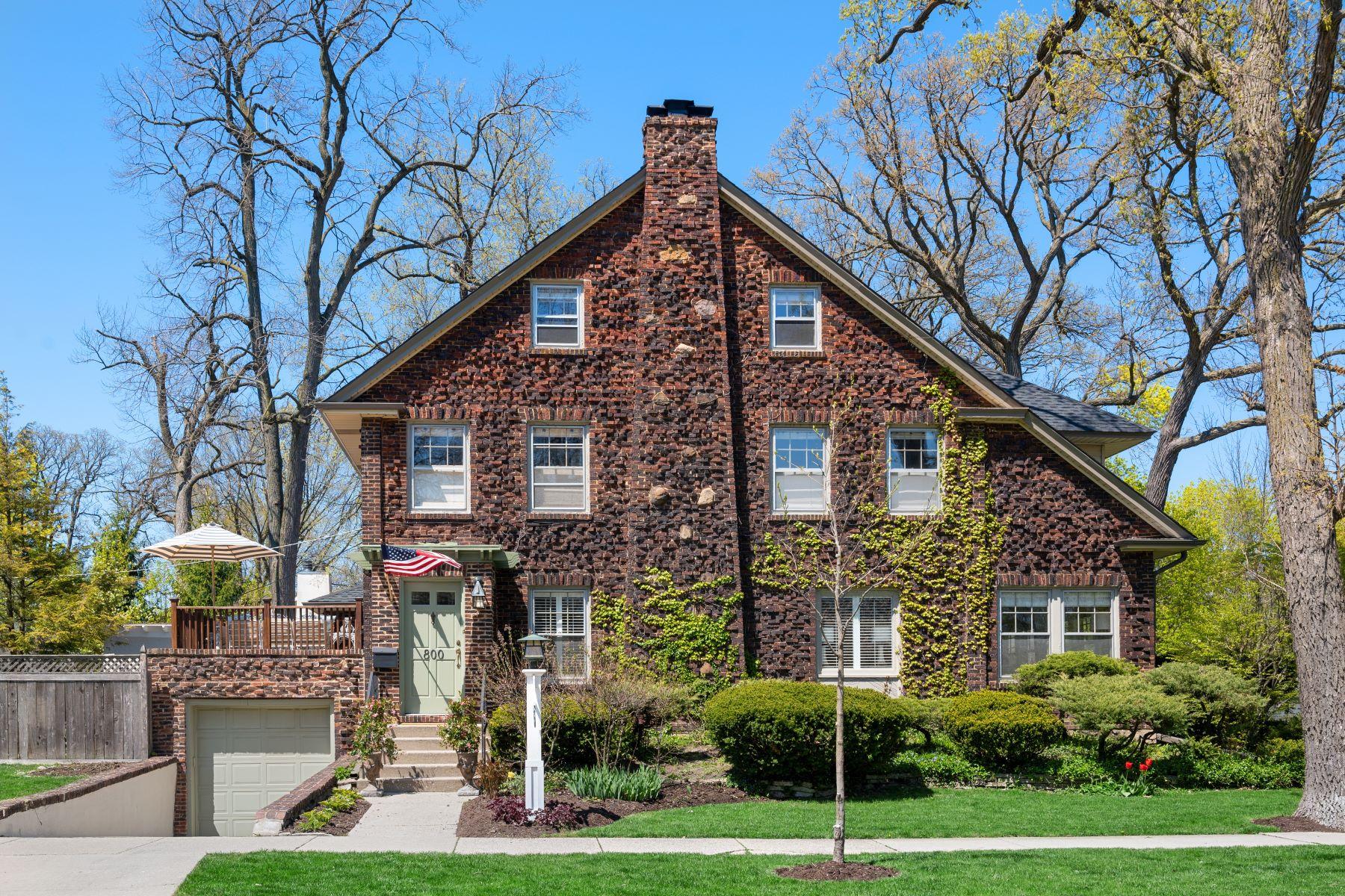 Single Family Homes para Venda às Meticulously Maintained 800 Greenleaf Avenue, Wilmette, Illinois 60091 Estados Unidos