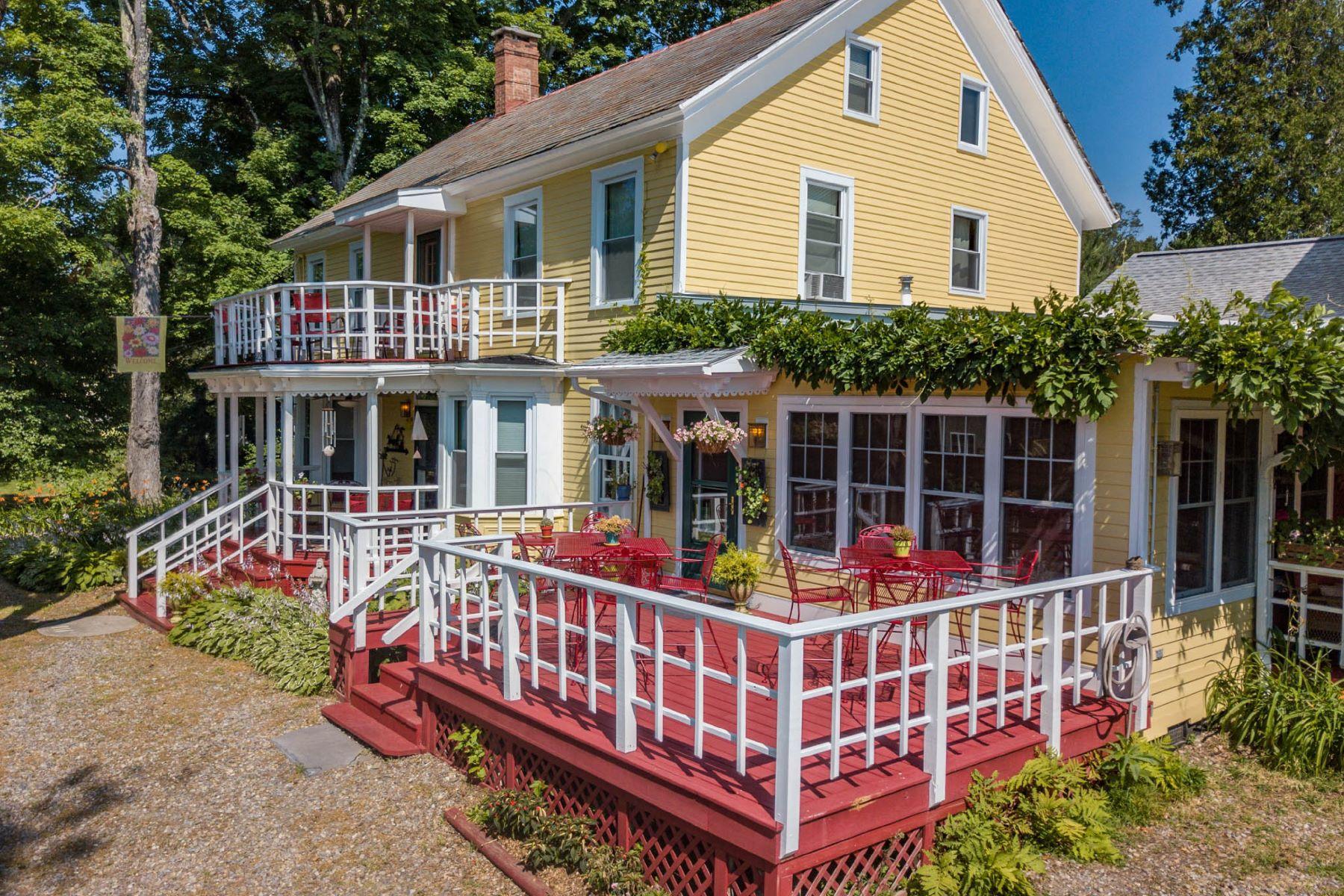 Single Family Homes 為 出售 在 Saratoga Farmstead Bed and Breakfast 41A Locust Grove Rd, Saratoga Springs, 纽约 12866 美國