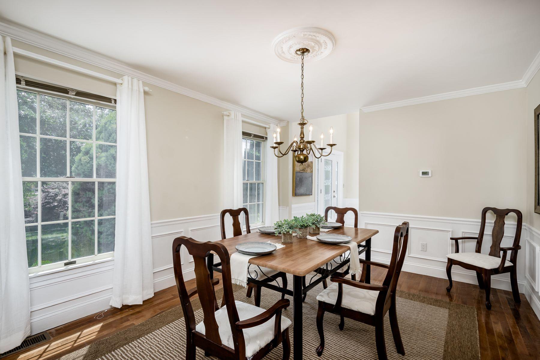 Additional photo for property listing at Elegant, Light-Filled Versatility in Heatherfield 32 Ginnie Lane, West Windsor, Νιου Τζερσεϋ 08550 Ηνωμένες Πολιτείες