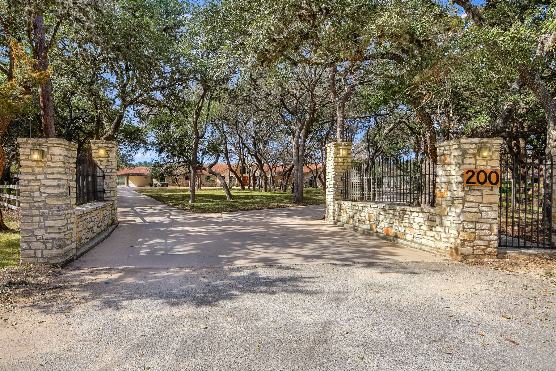 Single Family Home for Sale at Spacious Ranch in Hill Country Village 200 Village Circle San Antonio, Texas 78232 United States