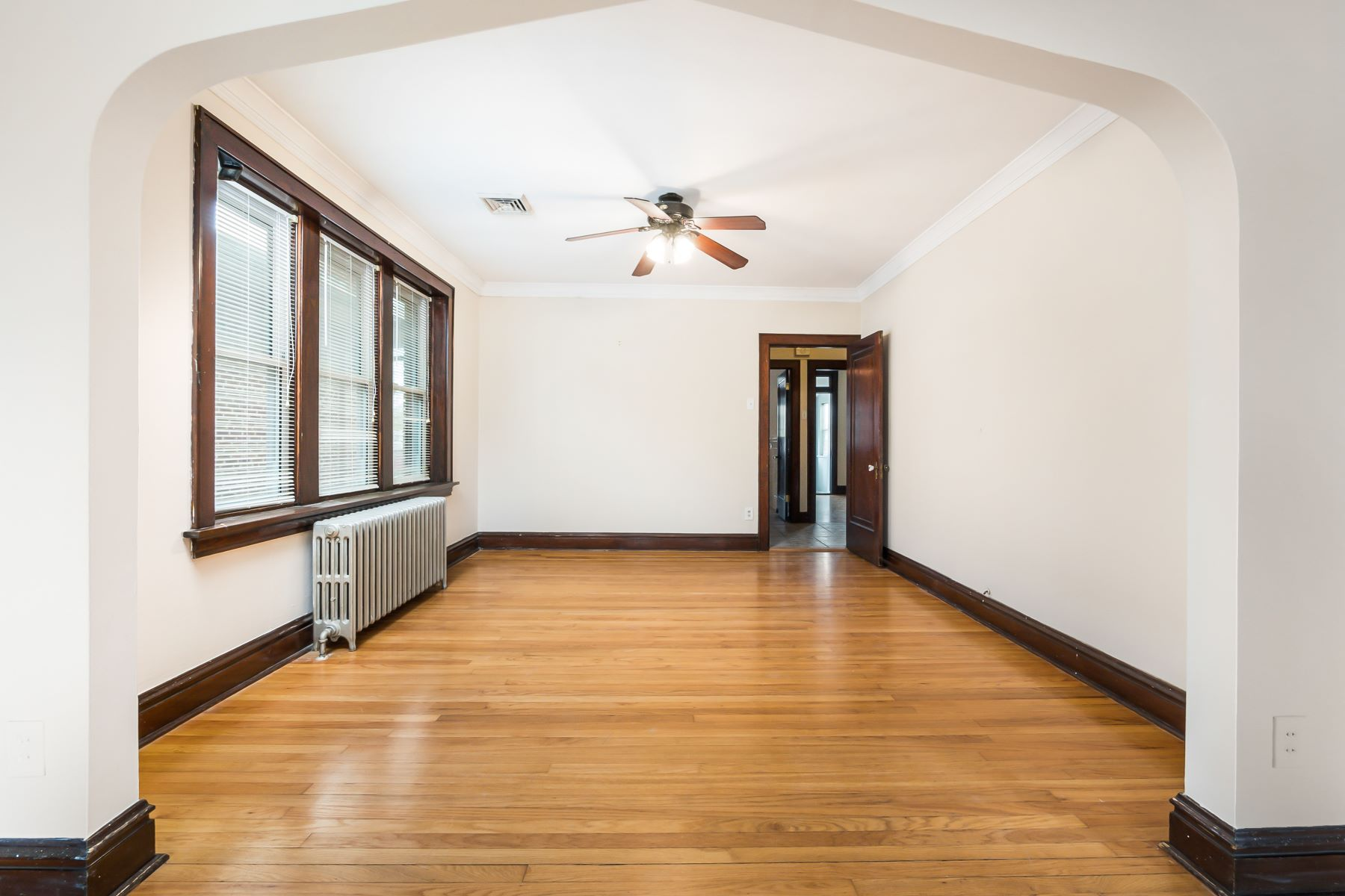 Additional photo for property listing at Stylish and Retro Chic Duplex 5069 Tholozan Avenue St. Louis, Missouri 63109 United States