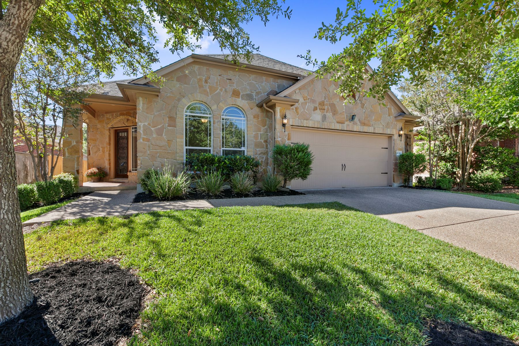 Single Family Homes for Sale at 1735 Westmeadow Trail, Round Rock, TX 78665 1735 Westmeadow Trail Round Rock, Texas 78665 United States