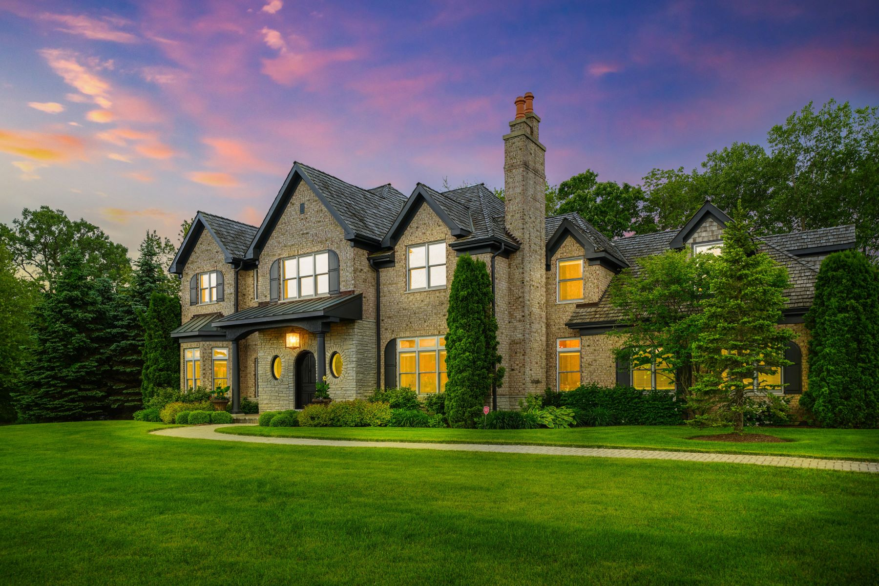 Single Family Homes for Active at Sophisticated Lake Forest Property 950 Gage Lane Lake Forest, Illinois 60045 United States