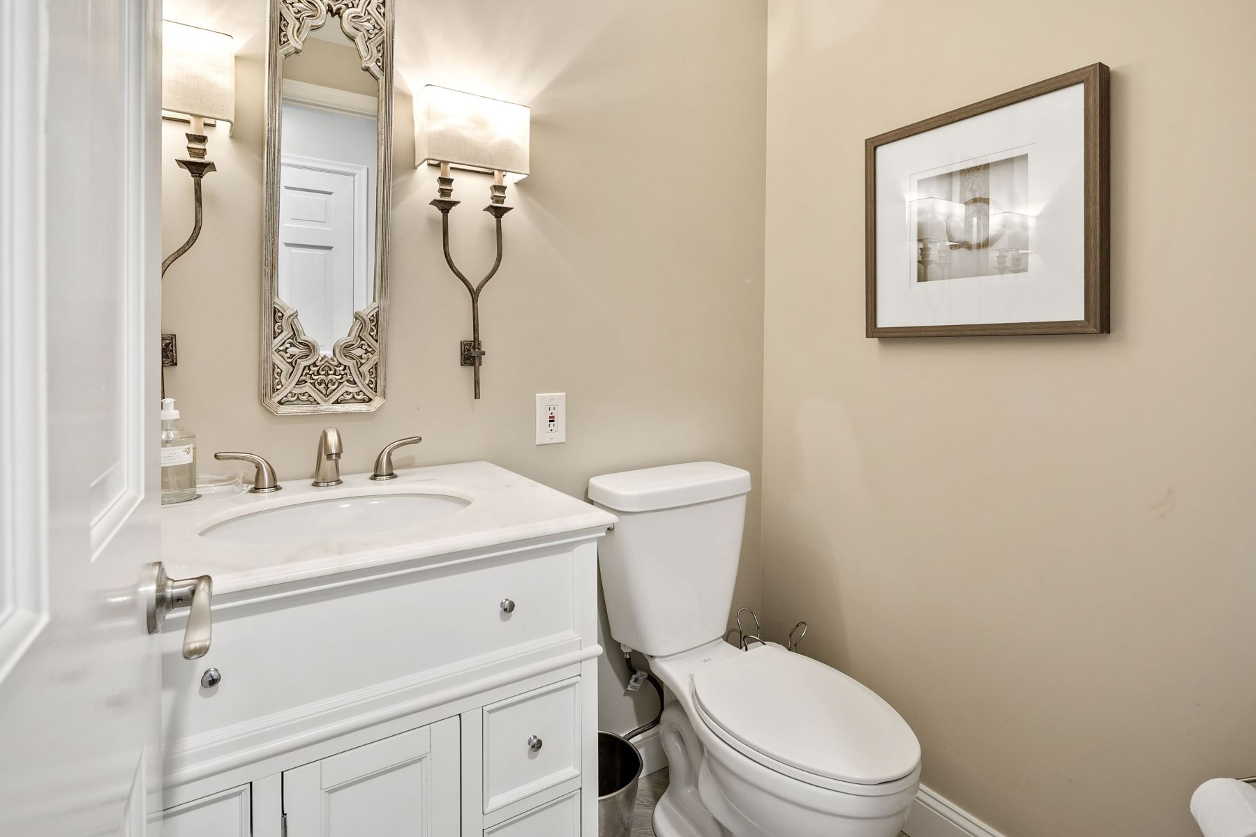 Additional photo for property listing at Resort Quality Living 21 Beacon Hill Lane Creve Coeur, Missouri 63141 United States