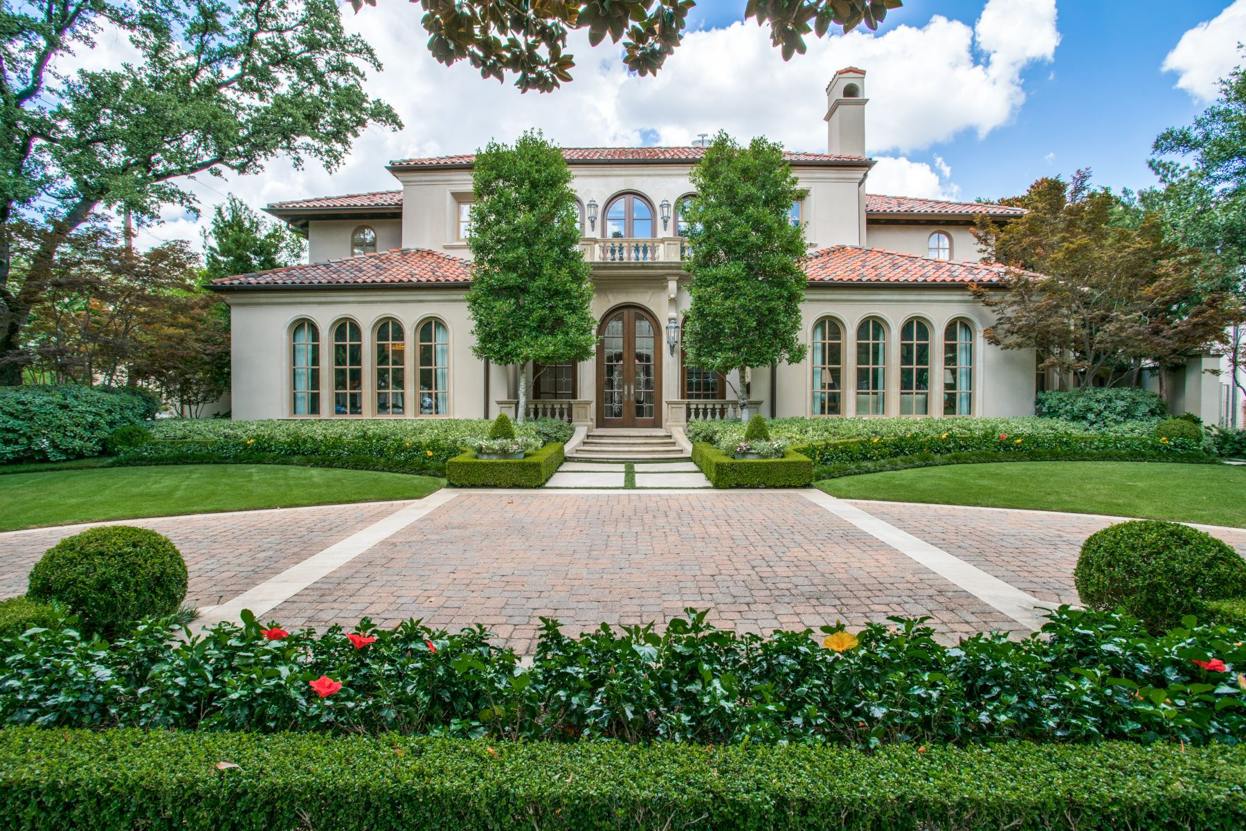 Single Family Homes for Sale at Exquisite Santa Barbara Design in Highland Park 4236 Lorraine Avenue Highland Park, Texas 75205 United States