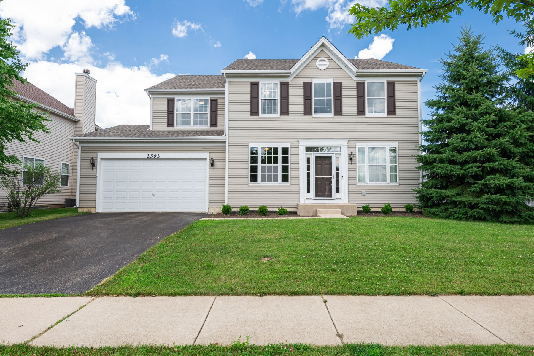 Single Family Homes para Venda às Welcoming Liberty Lakes Jefferson Model 2593 Savanna Drive, Wauconda, Illinois 60084 Estados Unidos