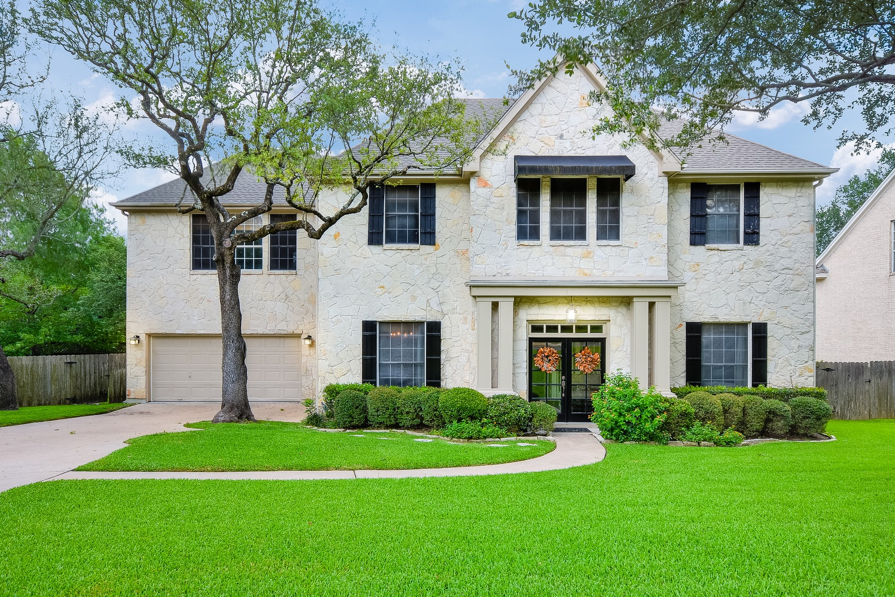 Single Family Home for Sale at Stylish Home in Woods of Westlake Heights 1617 Chesterwood Cv Austin, Texas 78746 United States