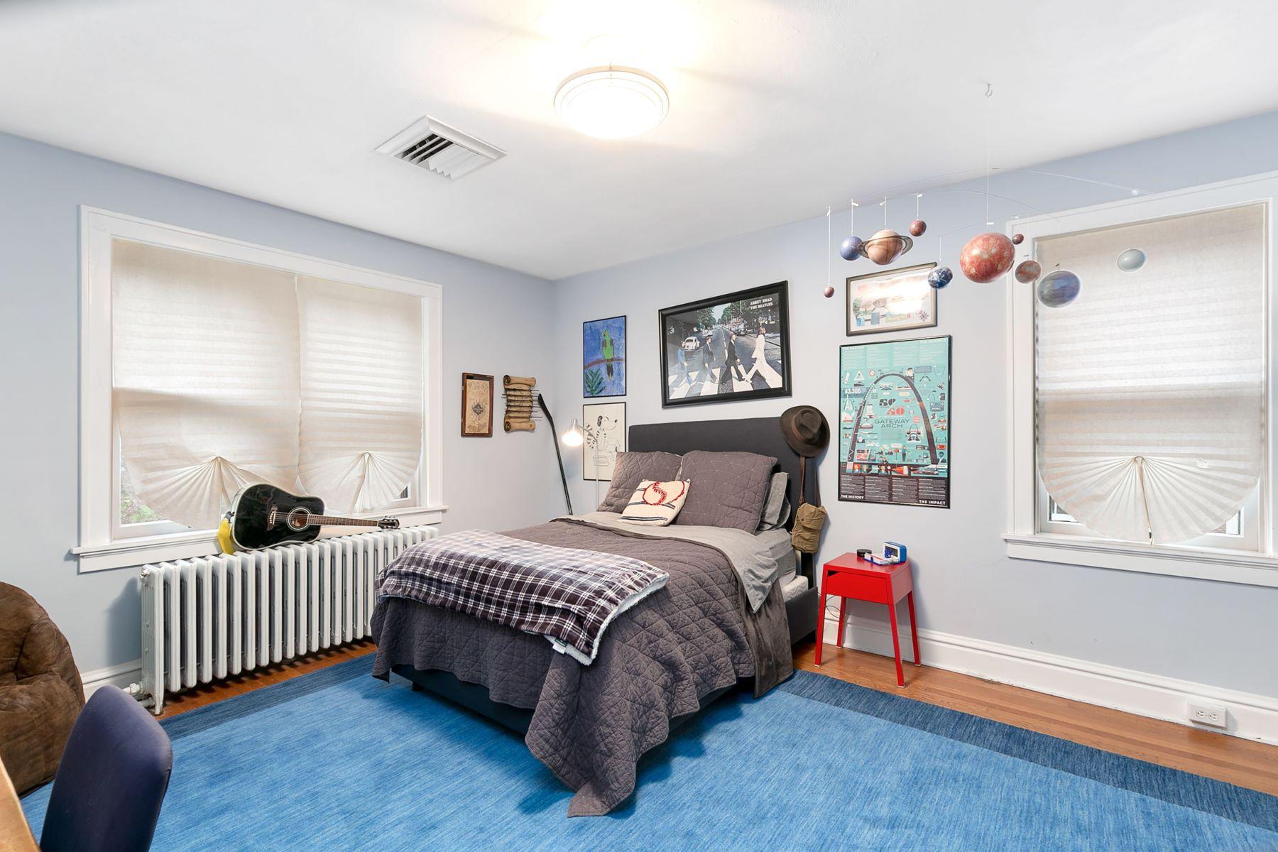 Additional photo for property listing at Charming University City Home! 7434 Kingsbury Boulevard University City, Missouri 63130 United States