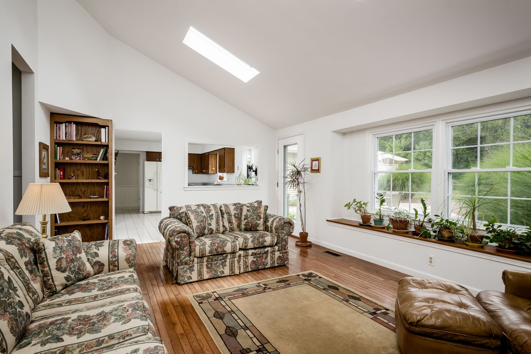 Additional photo for property listing at Spacious and Bright, a Millstone Stand Out 17 Van Doren Drive, Hillsborough, New Jersey 08844 Hoa Kỳ