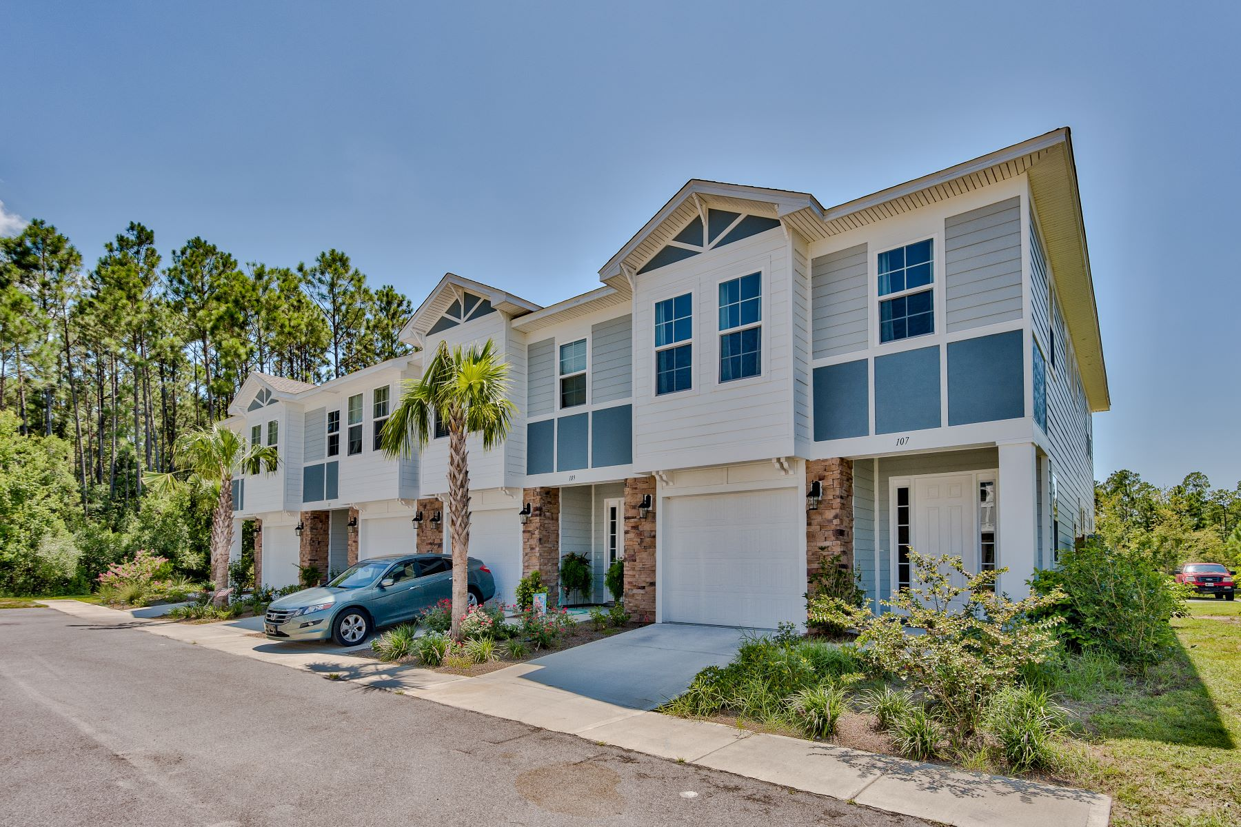 townhouses für Verkauf beim Impeccable Townhome East of Pier Park with Community Pool 107 Enchantment Falls Lane, Panama City Beach, Florida 32407 Vereinigte Staaten