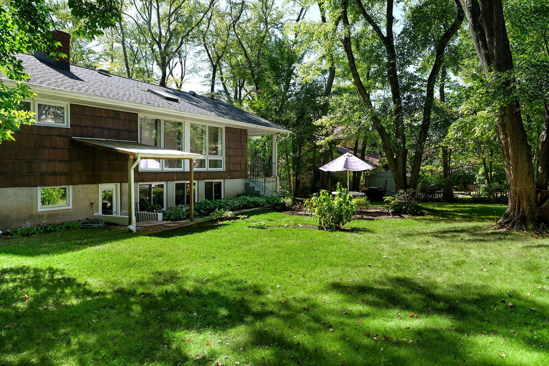 Additional photo for property listing at Sun-Drenched and Steps from Princeton Schools 30 Valley Road, Princeton, New Jersey 08540 United States