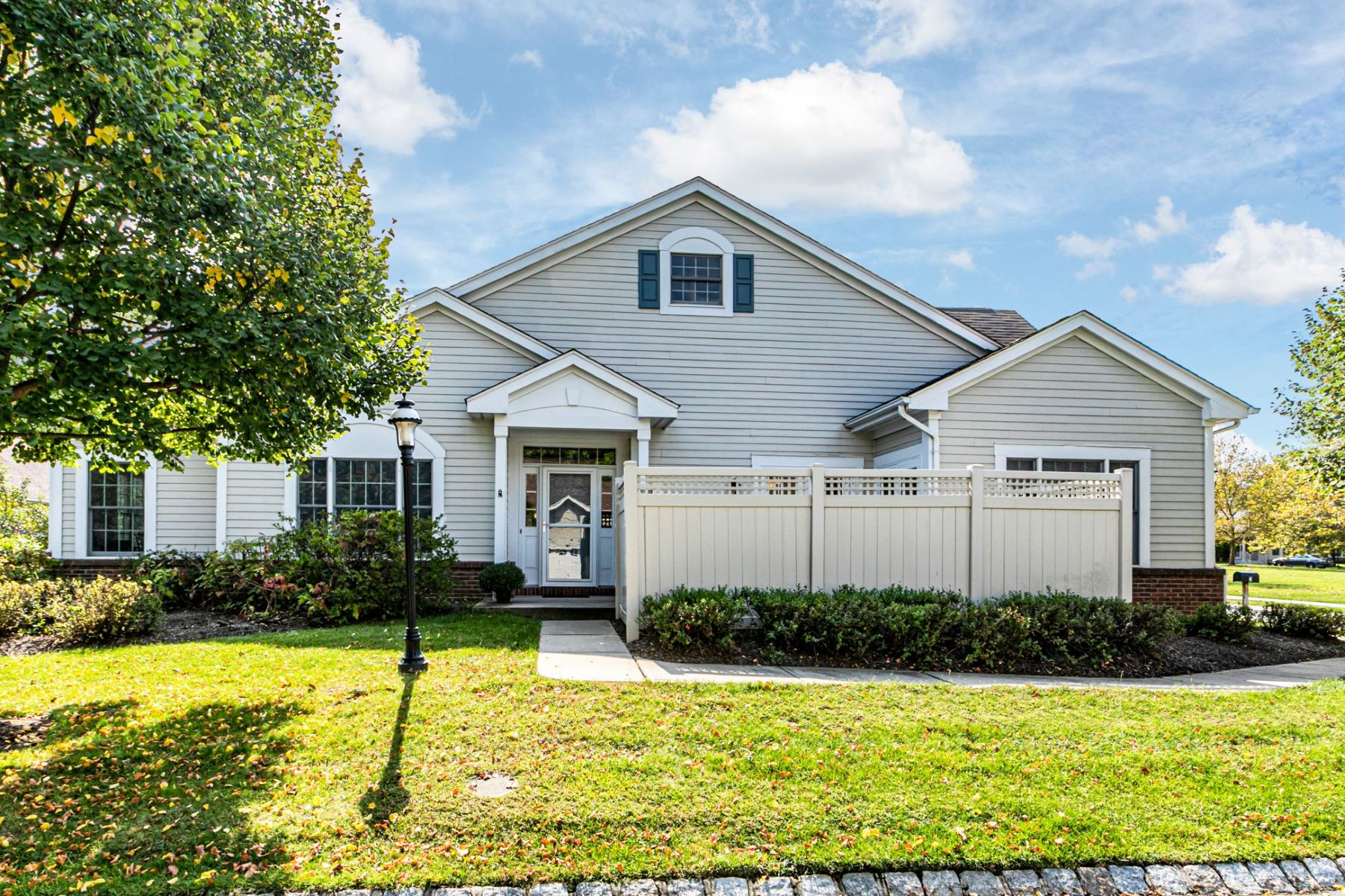 Super Sunny Oxford Model Boasts the Best Location 3 Jasmine Way, Princeton, New Jersey 08540 Hoa Kỳ