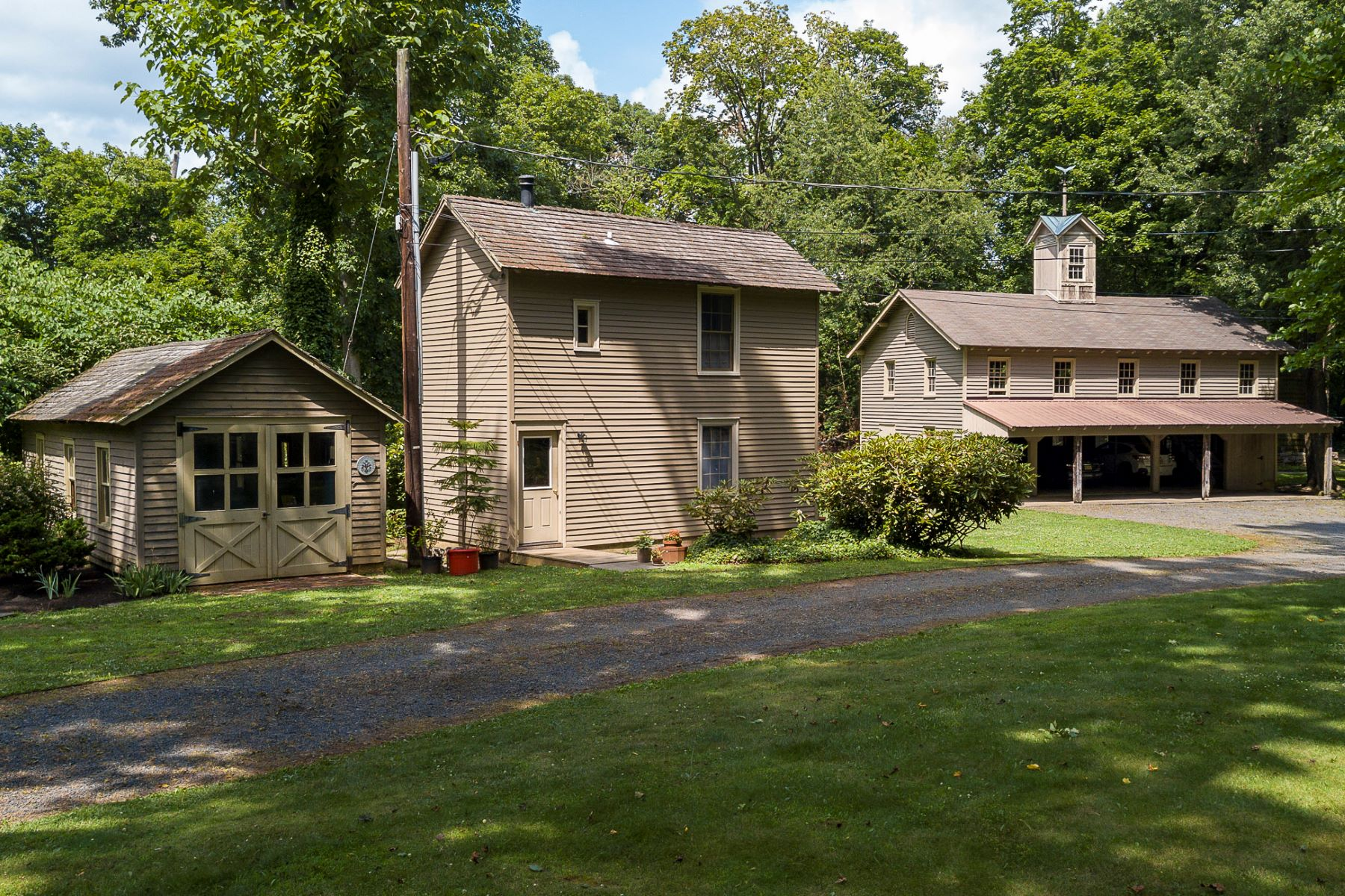 Additional photo for property listing at Crosswicks Compound - A Village of Its Own 423 Ellisdale Road, Crosswicks, New Jersey 08515 États-Unis