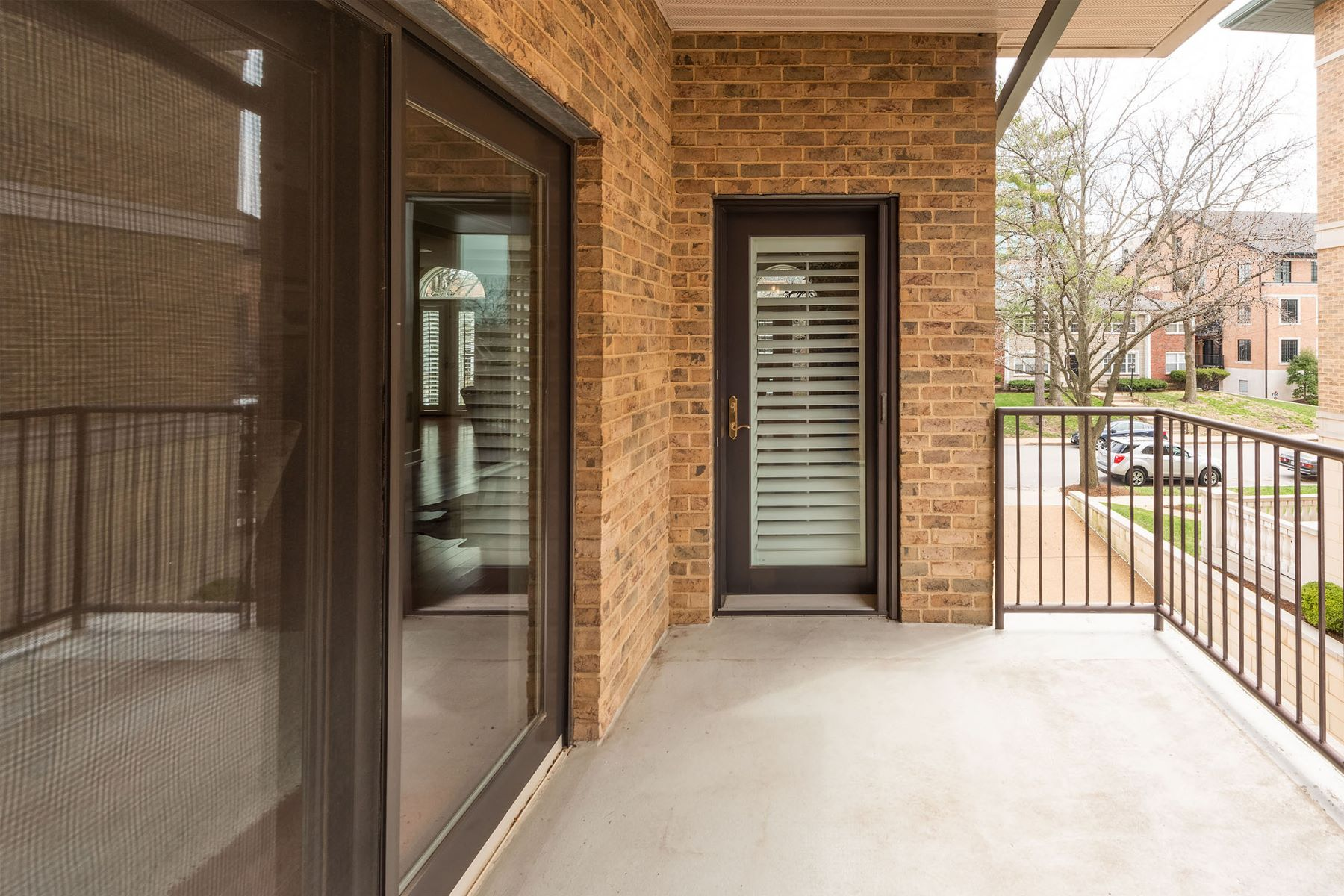Additional photo for property listing at Perfect Clayton Condo 60 Brighton Way #2S Clayton, Missouri 63105 United States