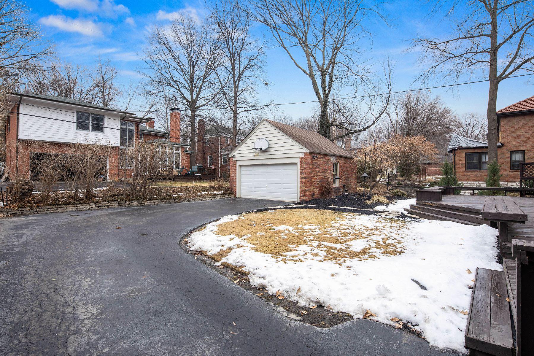 Additional photo for property listing at 7431 York Drive, Clayton, MO 63105 7431 York Drive Clayton, Missouri 63105 United States
