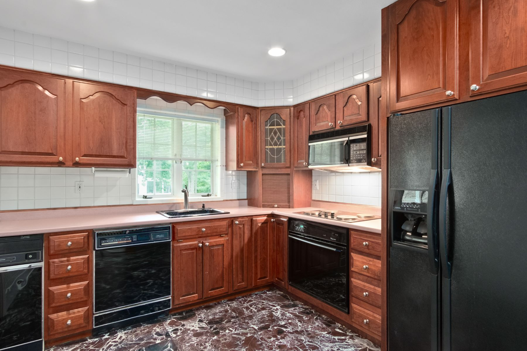 Additional photo for property listing at Conveniently Located Ladue Brick Ranch 522 Bonhomme Forest Drive Olivette, Missouri 63132 United States