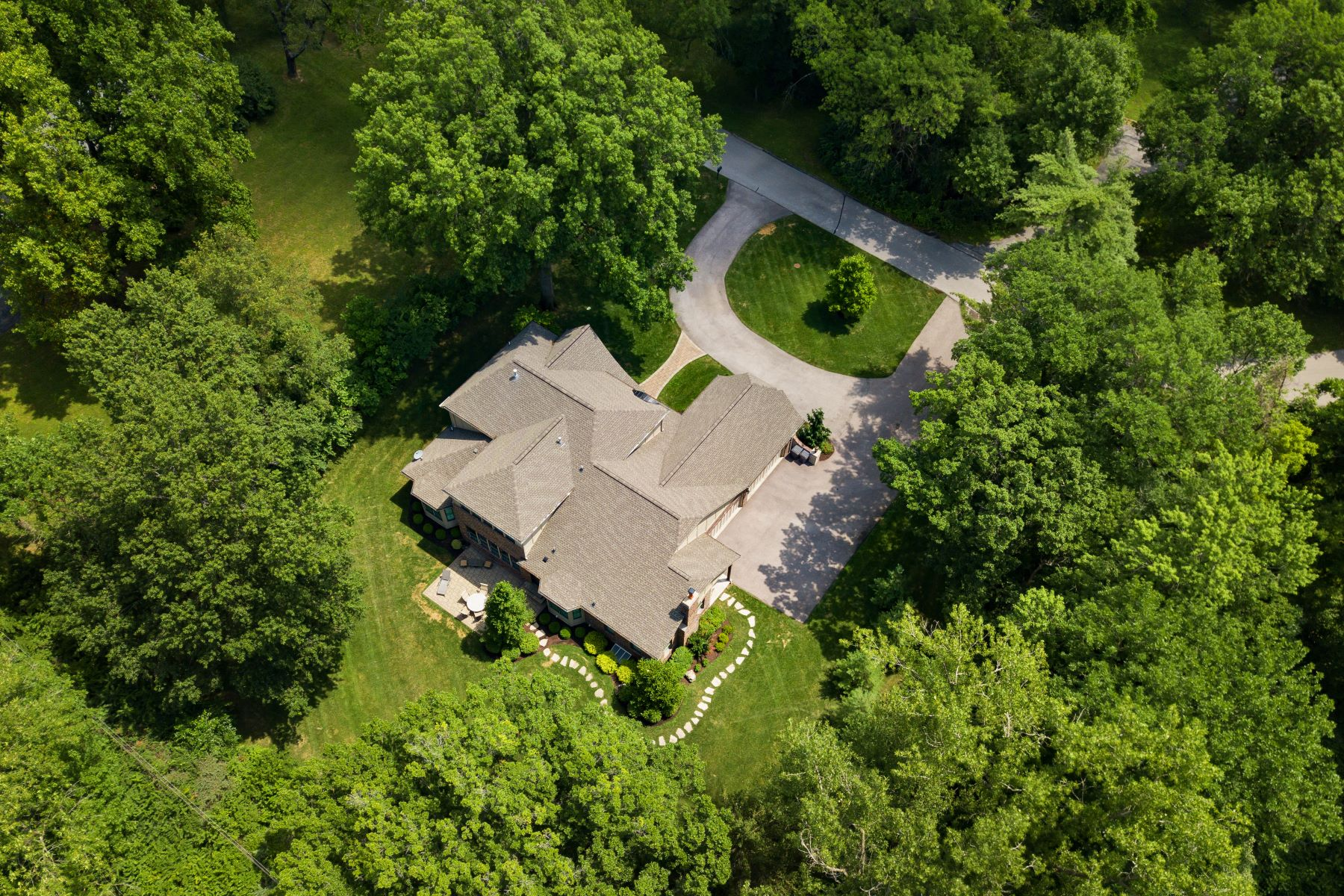 Additional photo for property listing at A Light-Filled & Private Frontenac Sanctuary 21 Lynnbrook Road Frontenac, Missouri 63131 United States