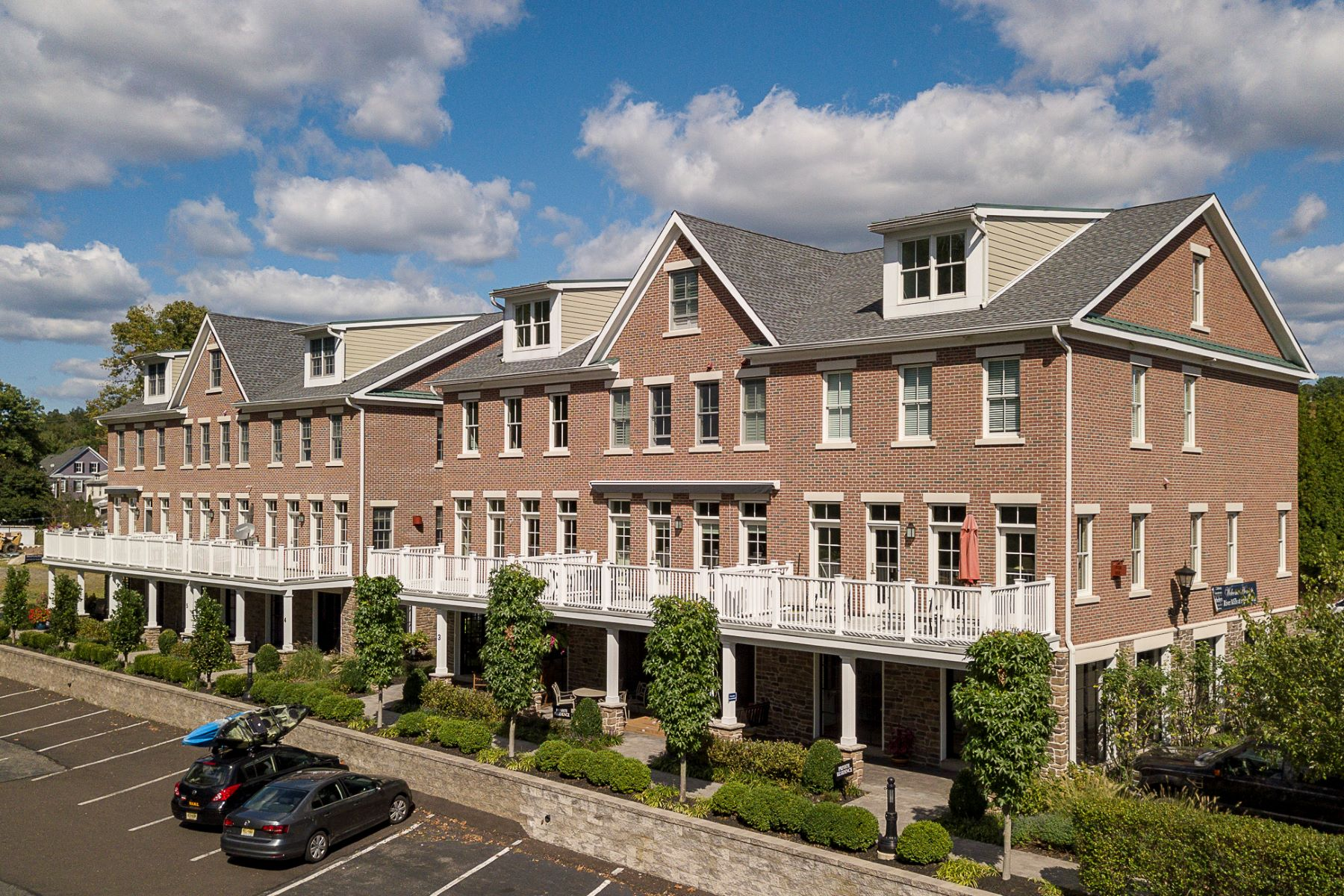 townhouses por un Venta en Outstanding Value in River Mills At Frenchtown 1 River Mills Drive, Frenchtown, Nueva Jersey 08825 Estados Unidos