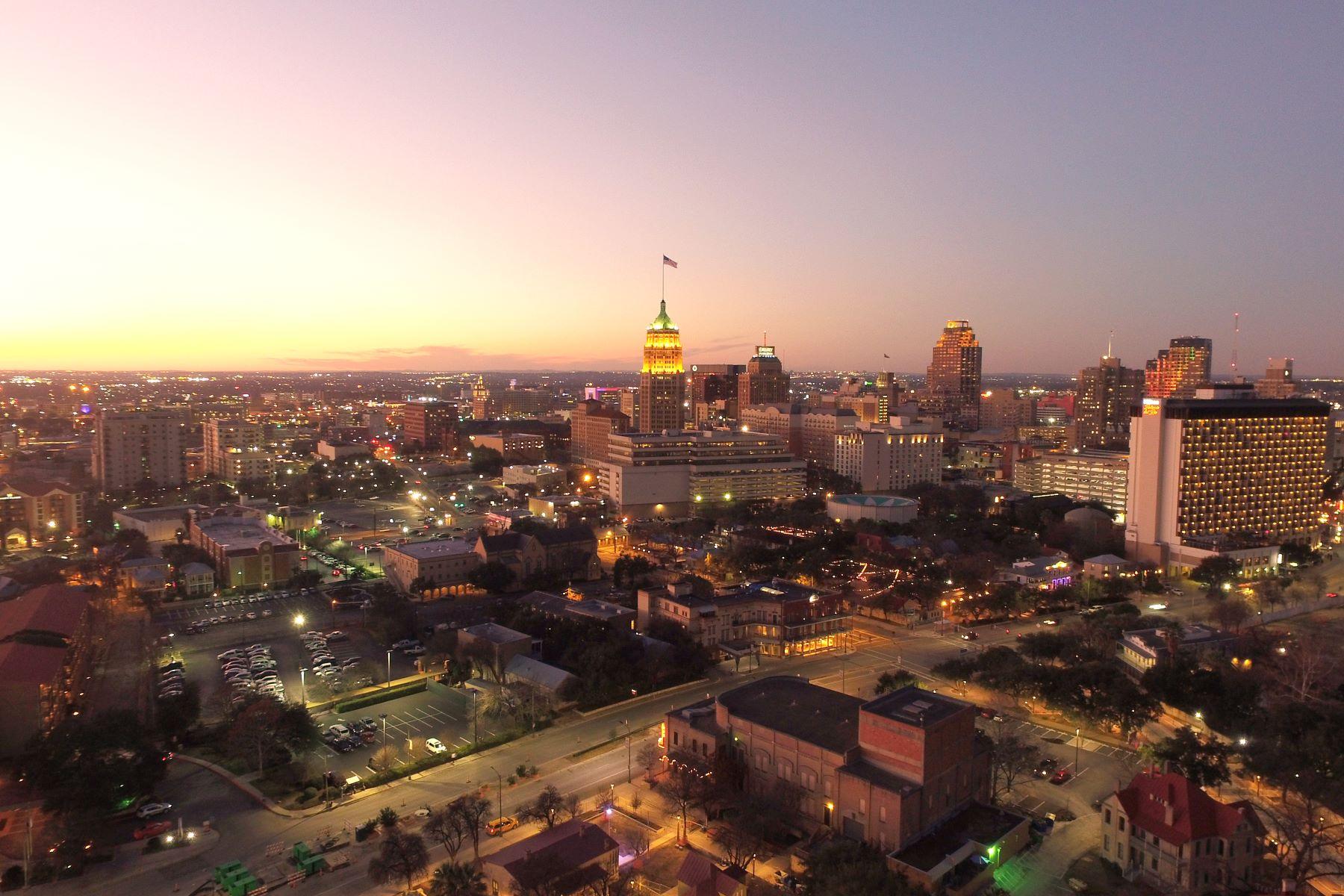 Condominiums for Sale at Stunning Penthouse 123 Lexington Avenue #1805, San Antonio, Texas 78205 United States