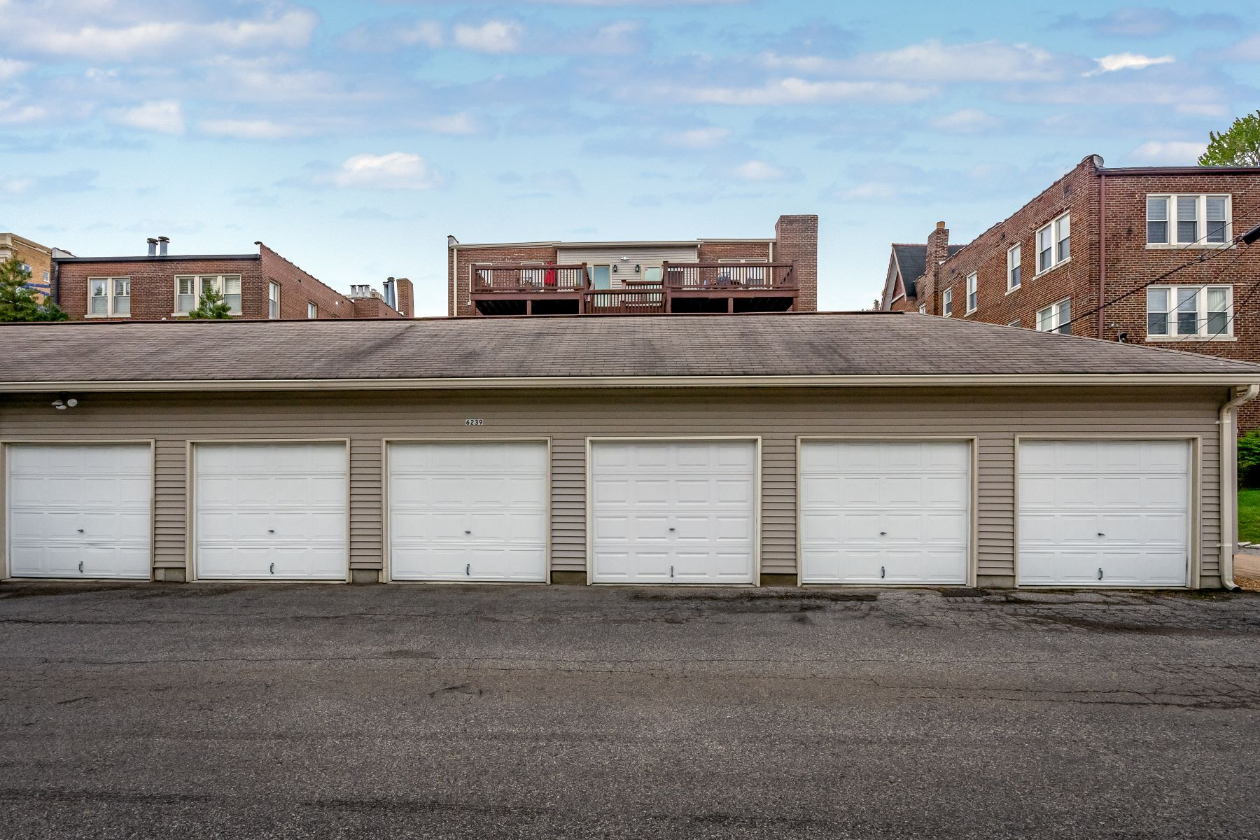 Additional photo for property listing at Urban Living at its Finest 6239 Rosebury Avenue 3E St. Louis, Missouri 63105 United States