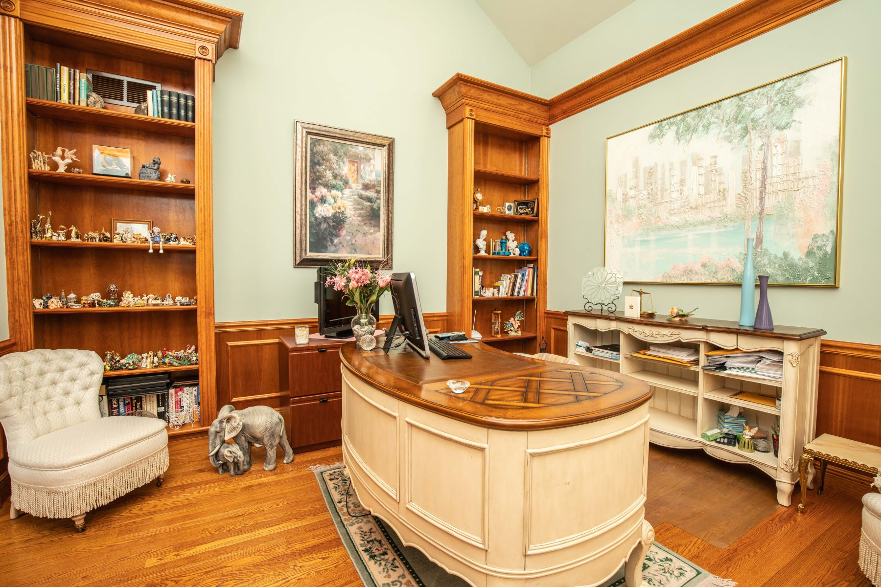 Additional photo for property listing at Prestigious & Spacious Home Nestled In The Heart of Frontenac 11415 Clayton Road Frontenac, Missouri 63131 United States