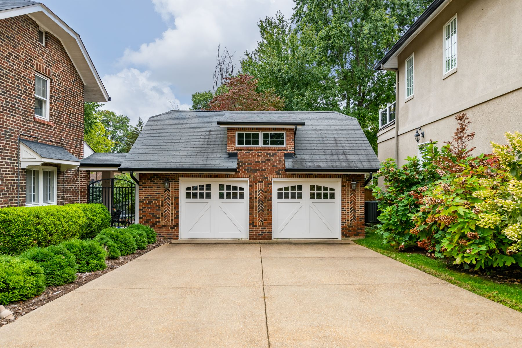 Additional photo for property listing at Architectural Gem in Maryland Terrace 7288 Westmoreland Drive University City, Missouri 63130 United States
