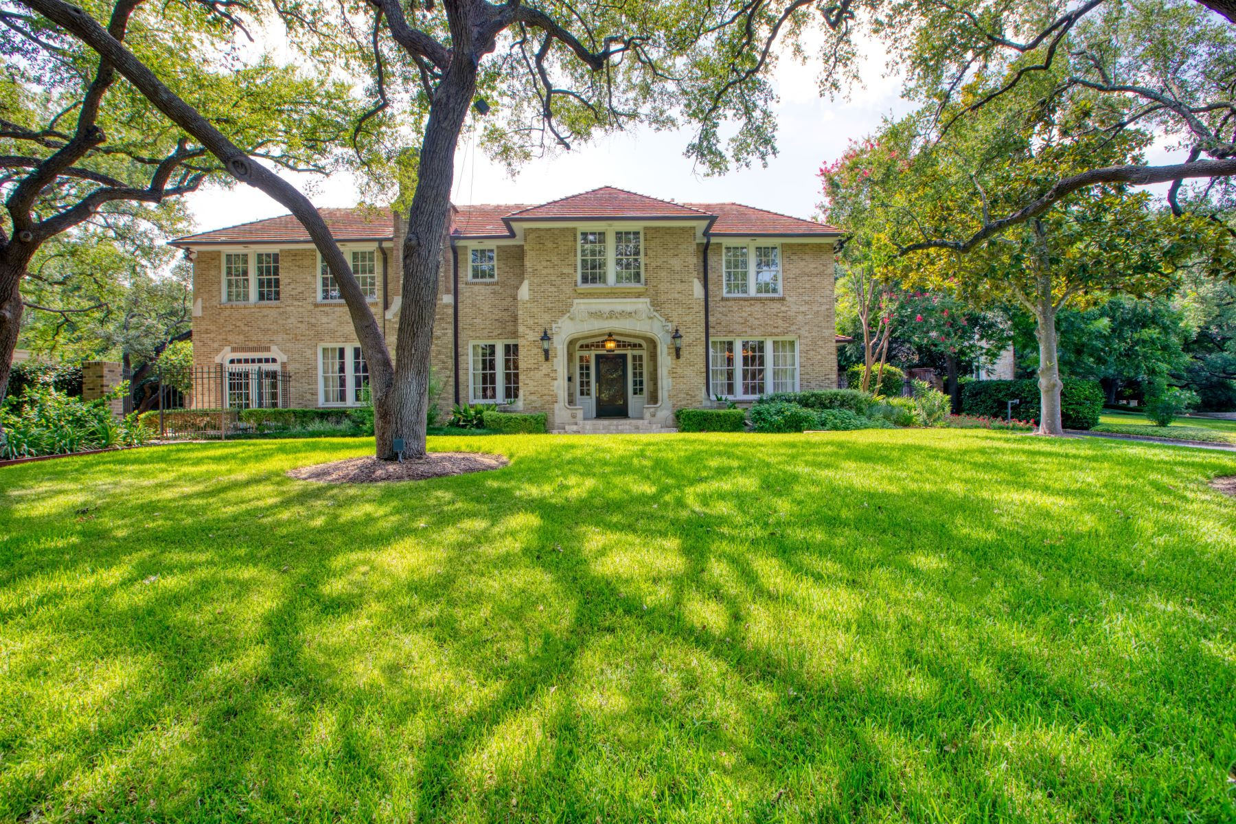 Single Family Homes for Sale at Magnificent Estate in Olmos Park 715 Contour Drive Olmos Park, Texas 78212 United States