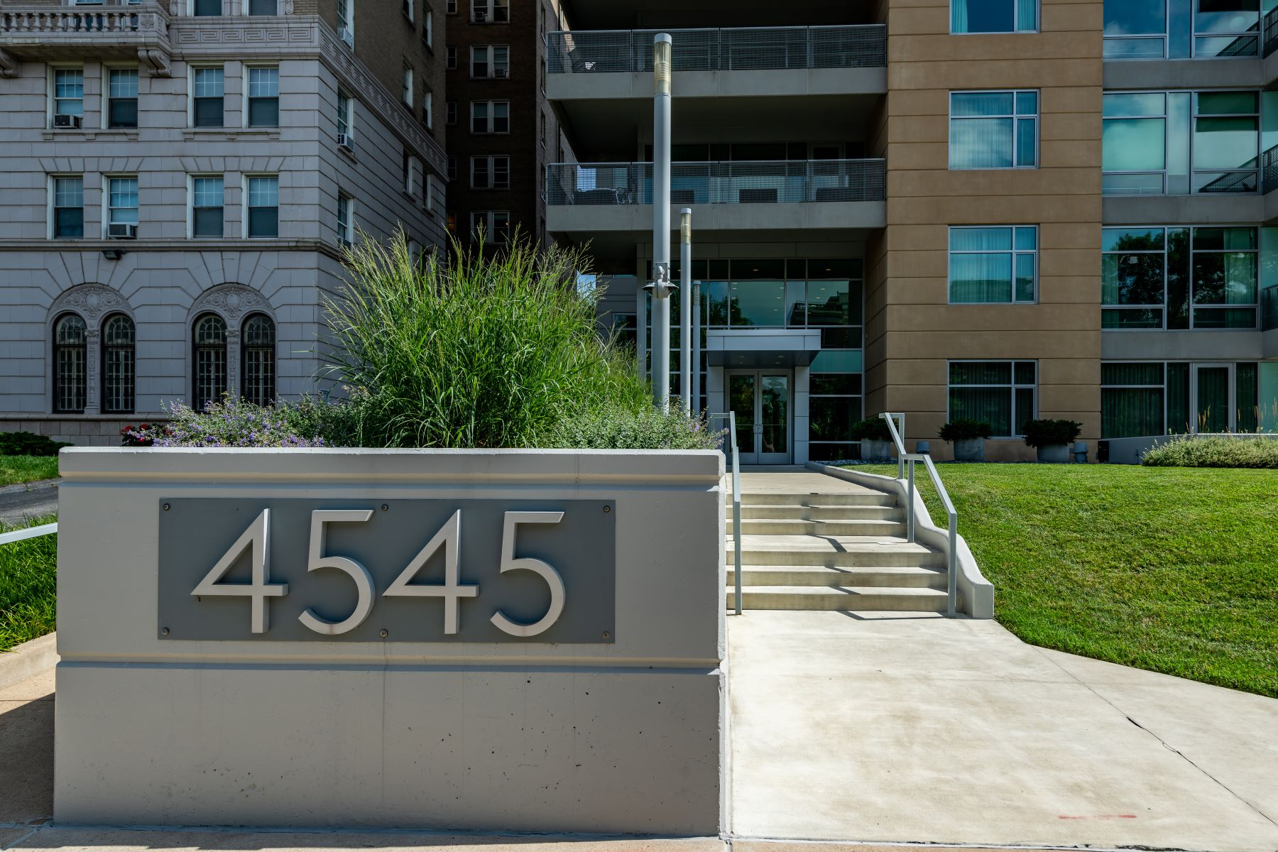 Condominiums for Sale at A Central West End Oasis 4545 Lindell Boulevard, #14 St. Louis, Missouri 63108 United States