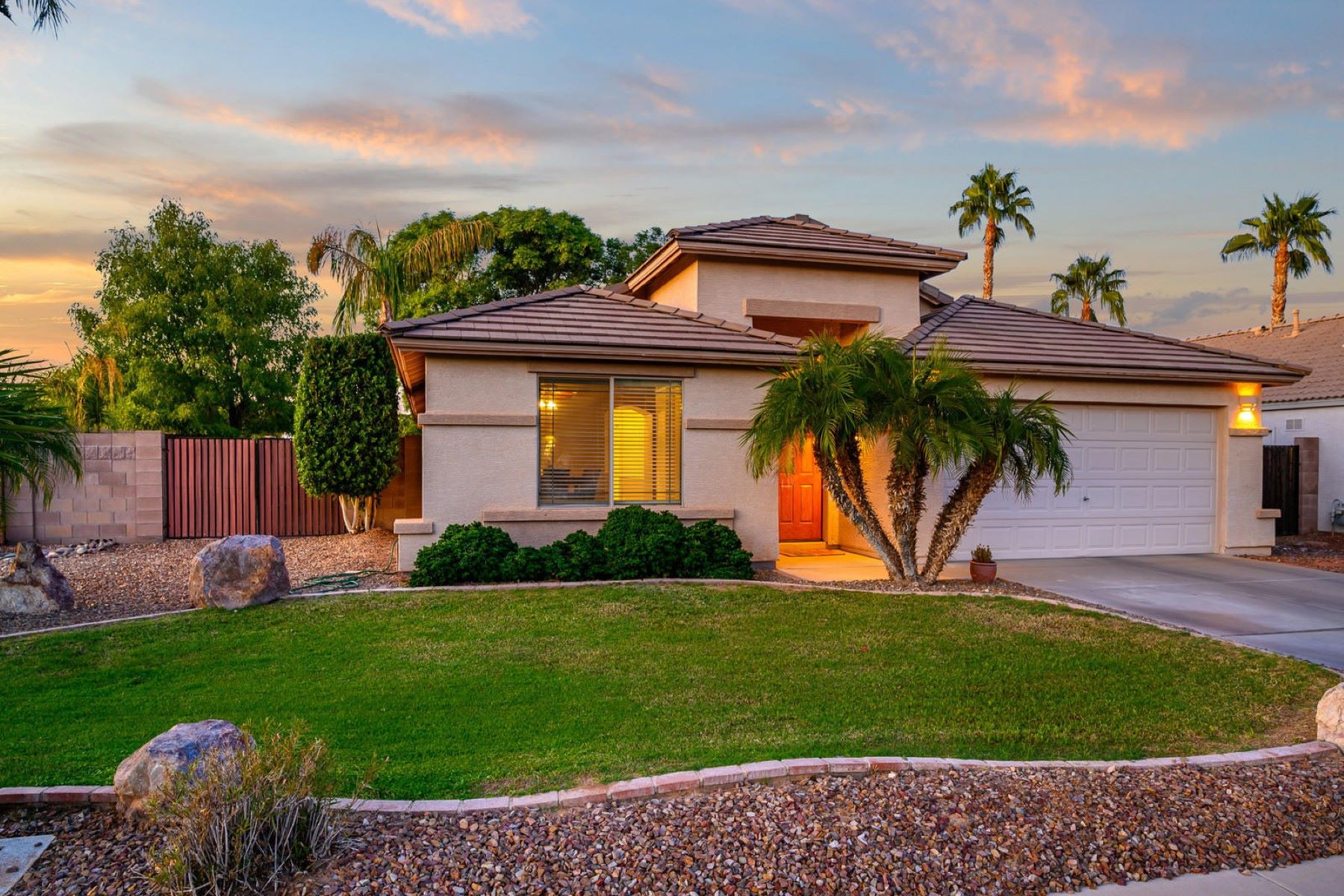 Single Family Homes for Sale at Springfield Lakes 3014 East Winged Foot Drive Chandler, Arizona 85249 United States