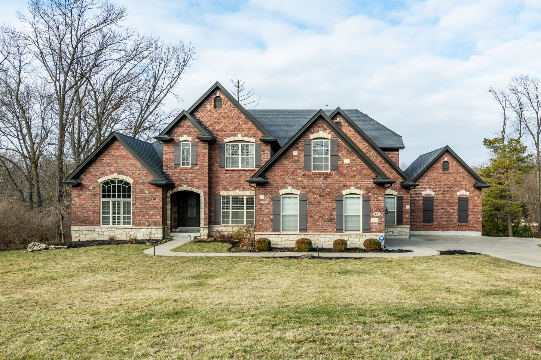Single Family Homes for Sale at Creve Coeur Elegance in the Ladue School District 543 Oakhaven Lane Creve Coeur, Missouri 63141 United States
