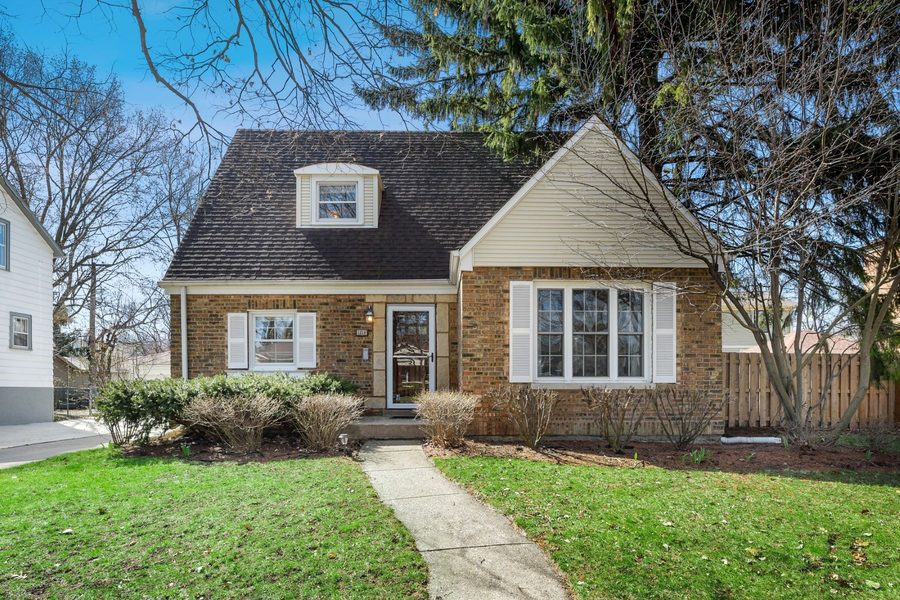 Single Family Homes για την Πώληση στο 1019 Division Street, Oak Park, IL 60302 Oak Park, Ιλινοϊσ 60302 Ηνωμένες Πολιτείες