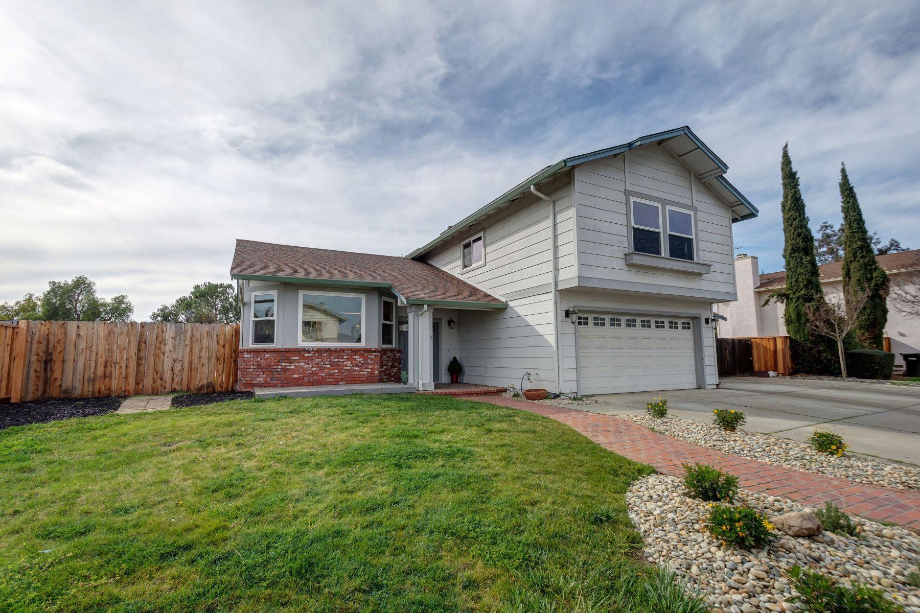 Single Family Homes para Venda às 2496 Spyglass Hills Road, Livermore, CA 94551 Livermore, Califórnia 94551 Estados Unidos