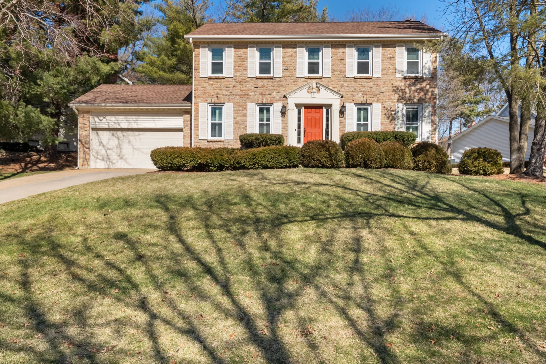 Single Family Homes for Sale at Beautifully updated Colonial in the desirable Spring Valley subdivision! 12201 Sunny Terrace Drive, Des Peres, Missouri 63122 United States