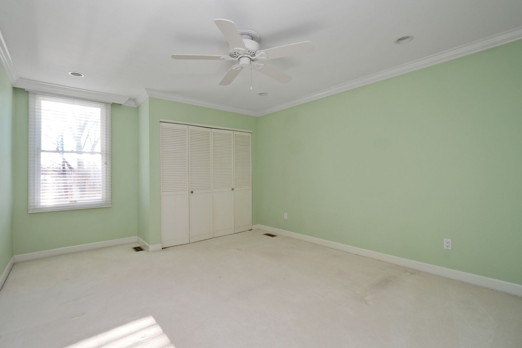 Additional photo for property listing at Elegant Ladue Charmer 61 Conway Close Road Ladue, Missouri 63124 United States
