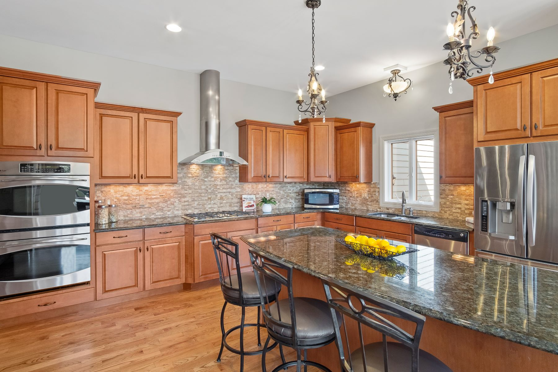 Additional photo for property listing at For the Discerning Chesterfield Buyer Looking for Lofty Amenities 16757 Eagle Bluff Court Chesterfield, Missouri 63005 United States