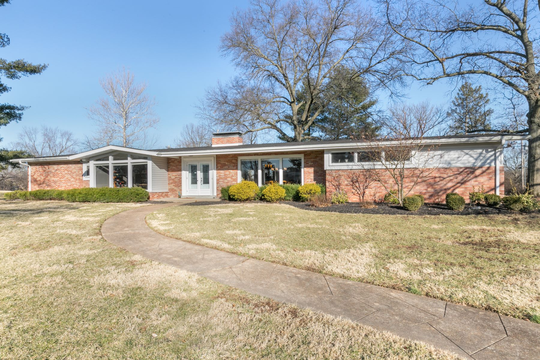 Single Family Home for Sale at Renovated Creve Coeur Ranch 6 Ladue Estates Drive Creve Coeur, Missouri 63141 United States