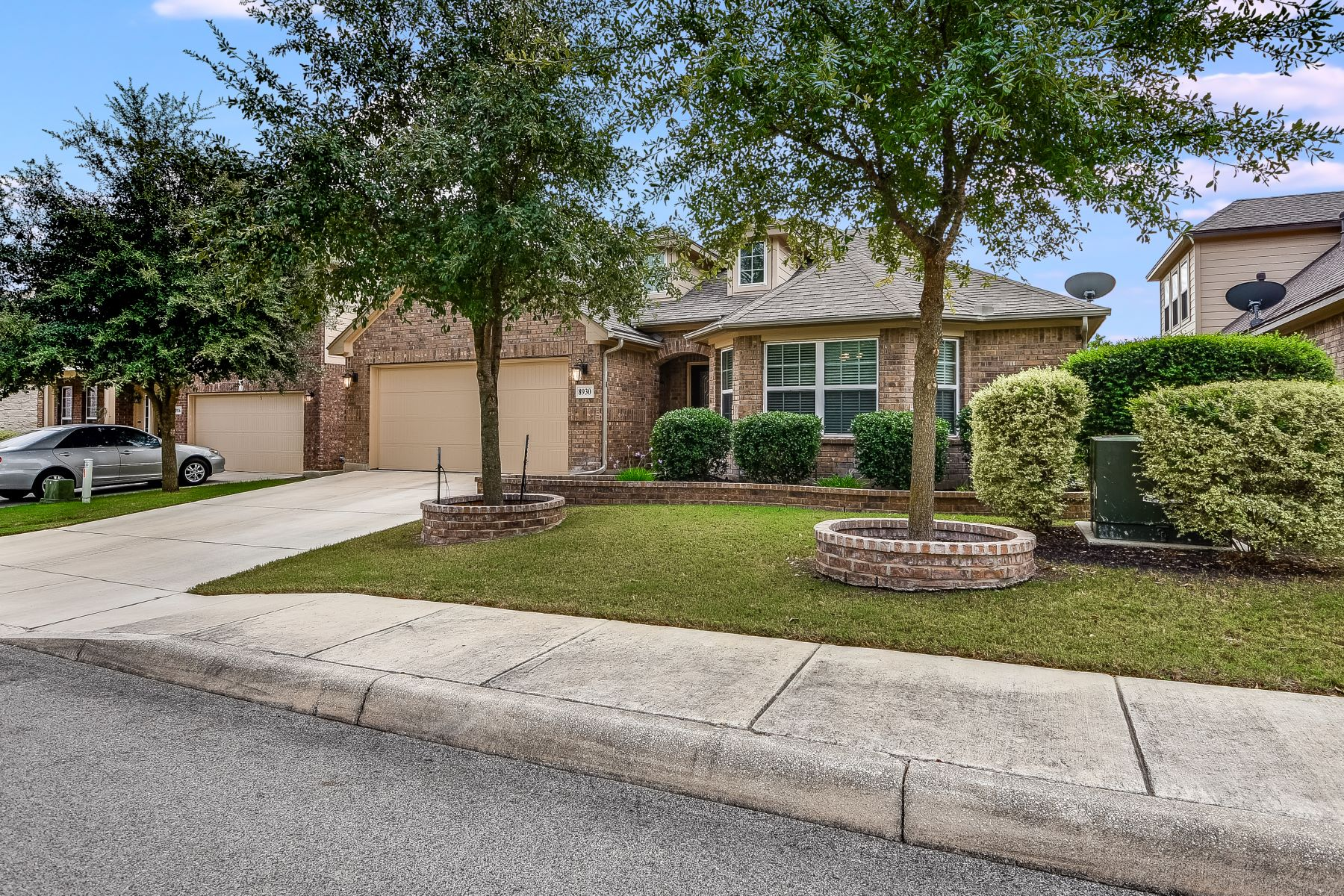 Single Family Home for Sale at Gorgeous One-Story Home in Bavarian Forest 8930 Weimer Forest Helotes, Texas 78023 United States