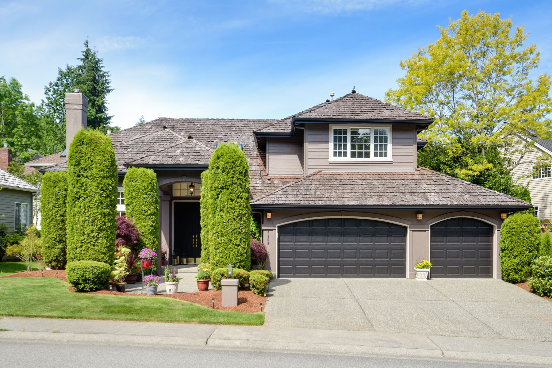 Single Family Homes for Sale at 5869 Mont Blanc Place NW, Issaquah, WA 98027 Issaquah, Washington 98027 United States