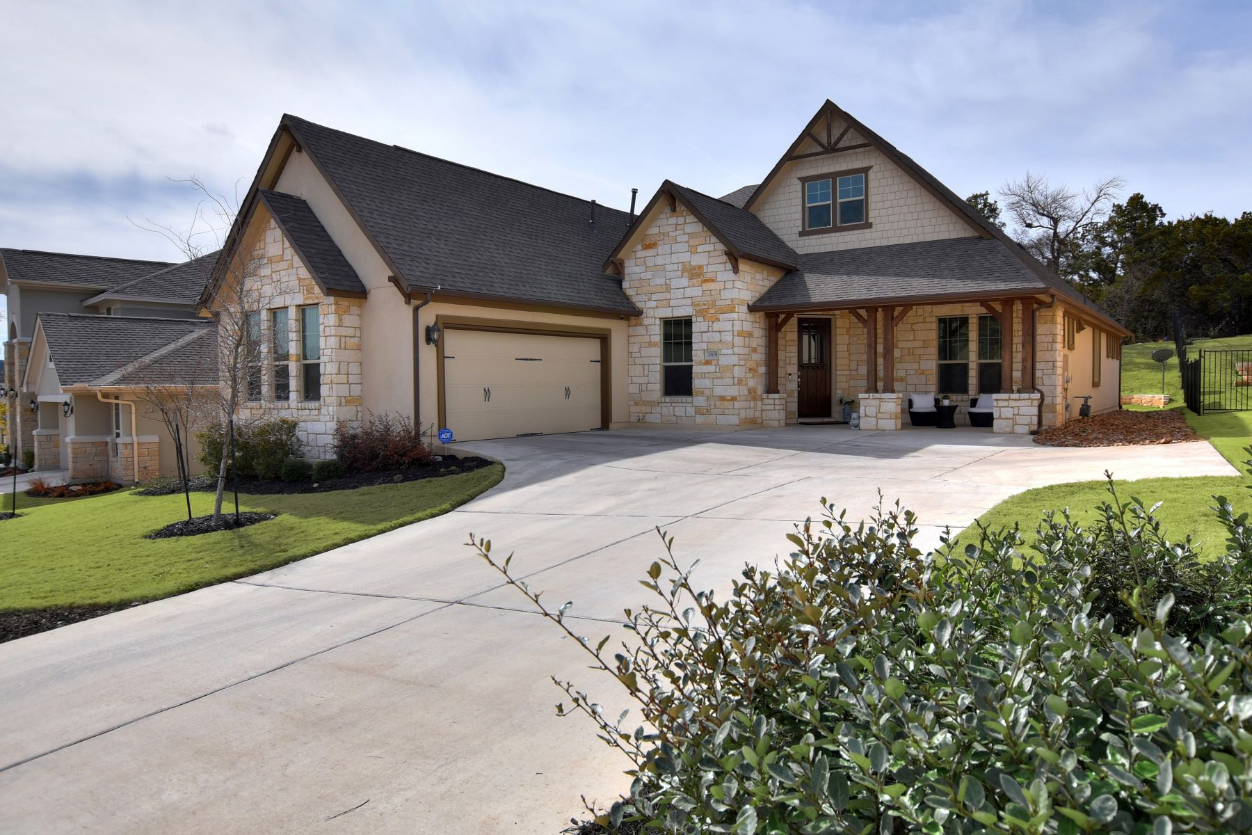 Single Family Home for Sale at Beautiful One-Story Home on Greenbelt Lot 3509 Venezia View Leander, Texas 78641 United States