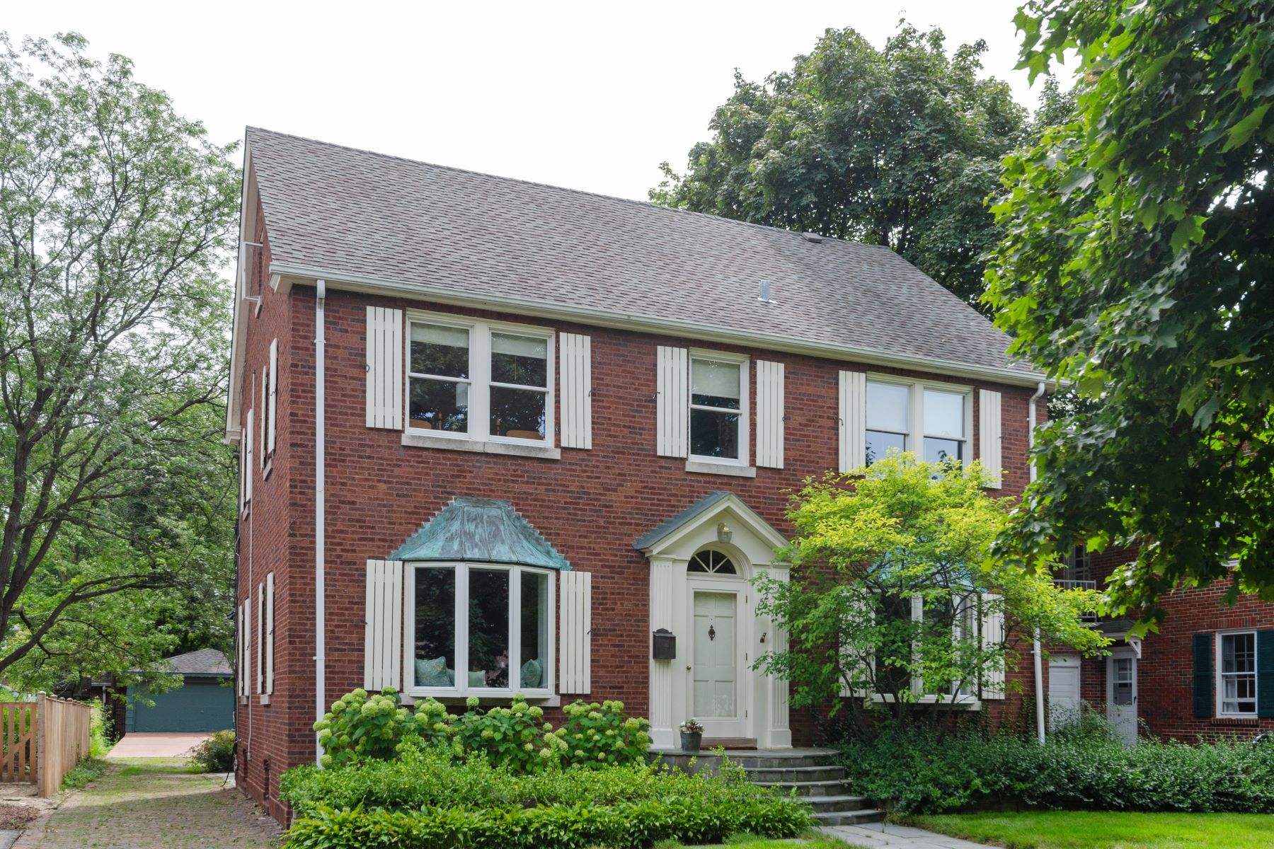 Single Family Homes 용 매매 에 Exquisite Red Brick Colonial 1152 Oak Street, Winnetka, 일리노이즈 60093 미국