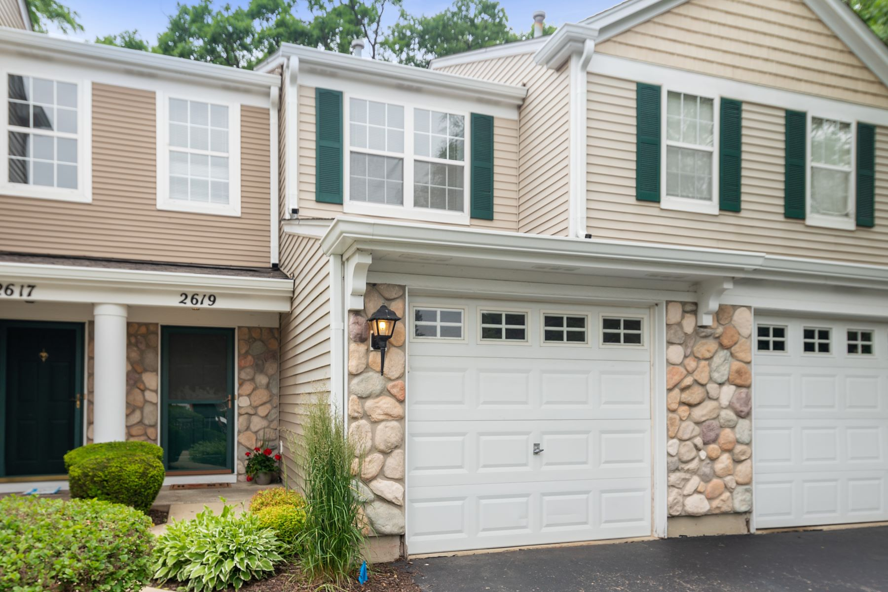 townhouses for Active at Gleaming Plainfield Townhome 2619 Oak Tree Lane Plainfield, Illinois 60586 United States