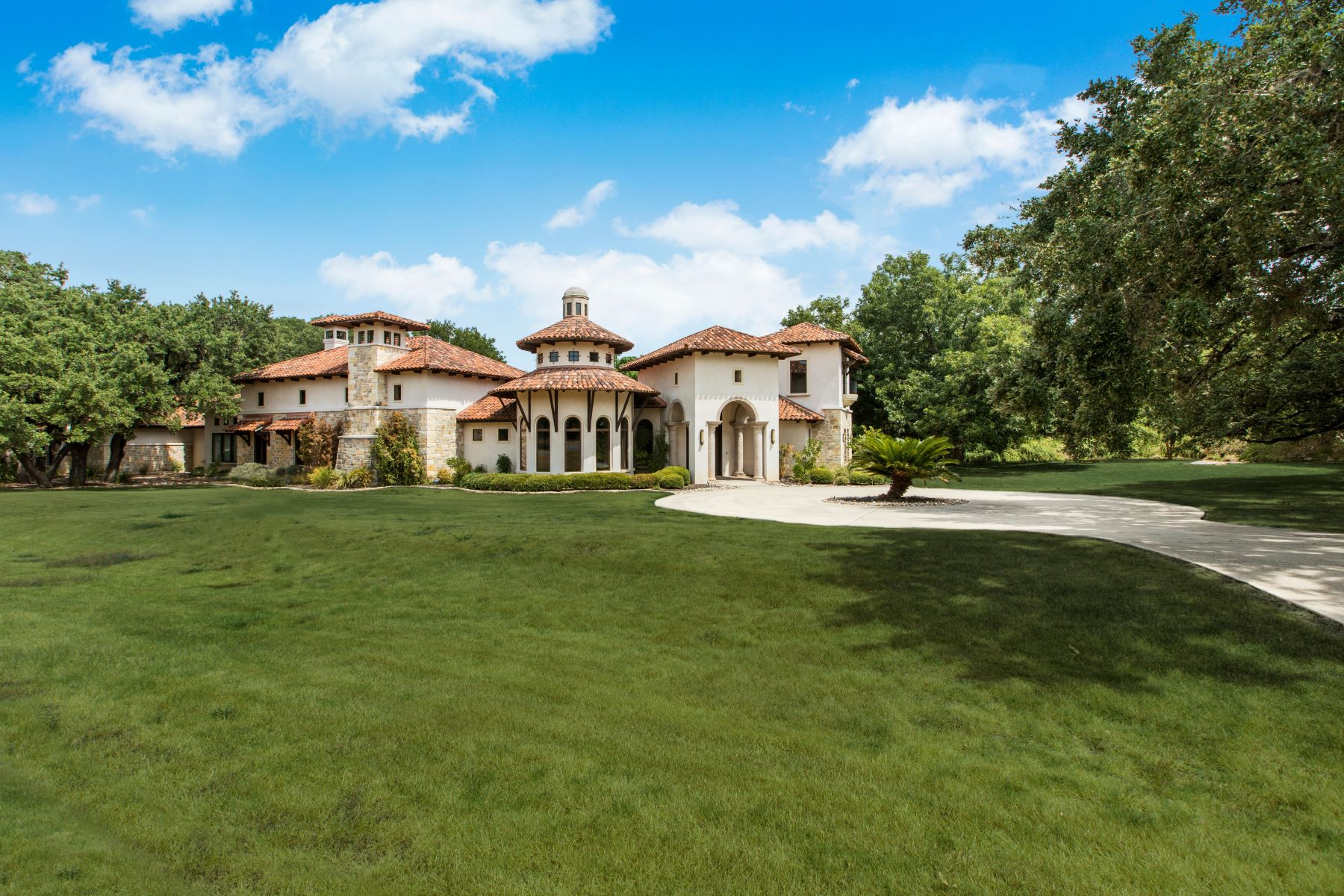 Single Family Homes for Sale at Custom Luxurious Single Story 119 Cherokee Lane Hill Country Village, Texas 78232 United States